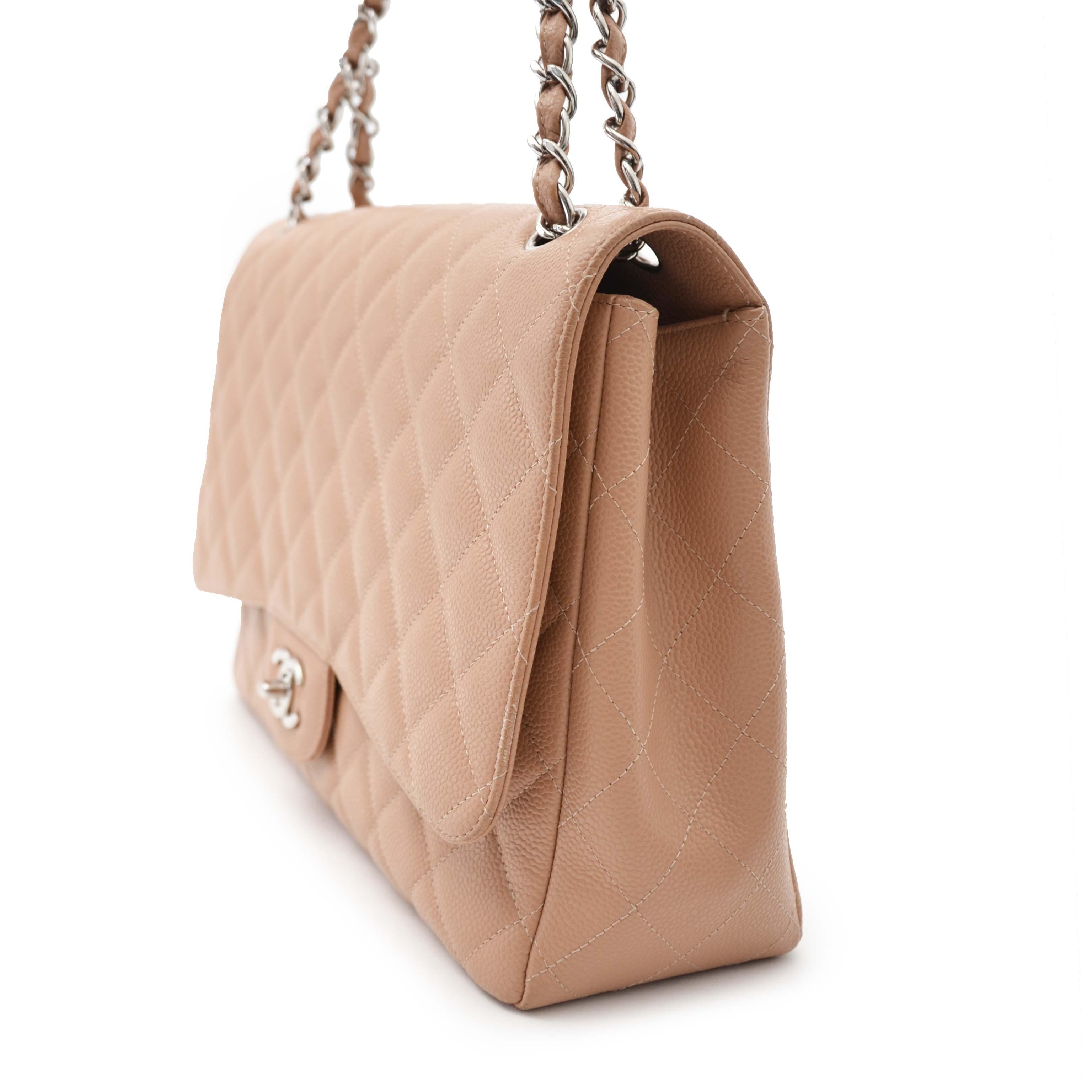 4f14b413d1dbb ... Chanel Beige Caviar Maxi Classic Single Flapbag pour le meilleur prix