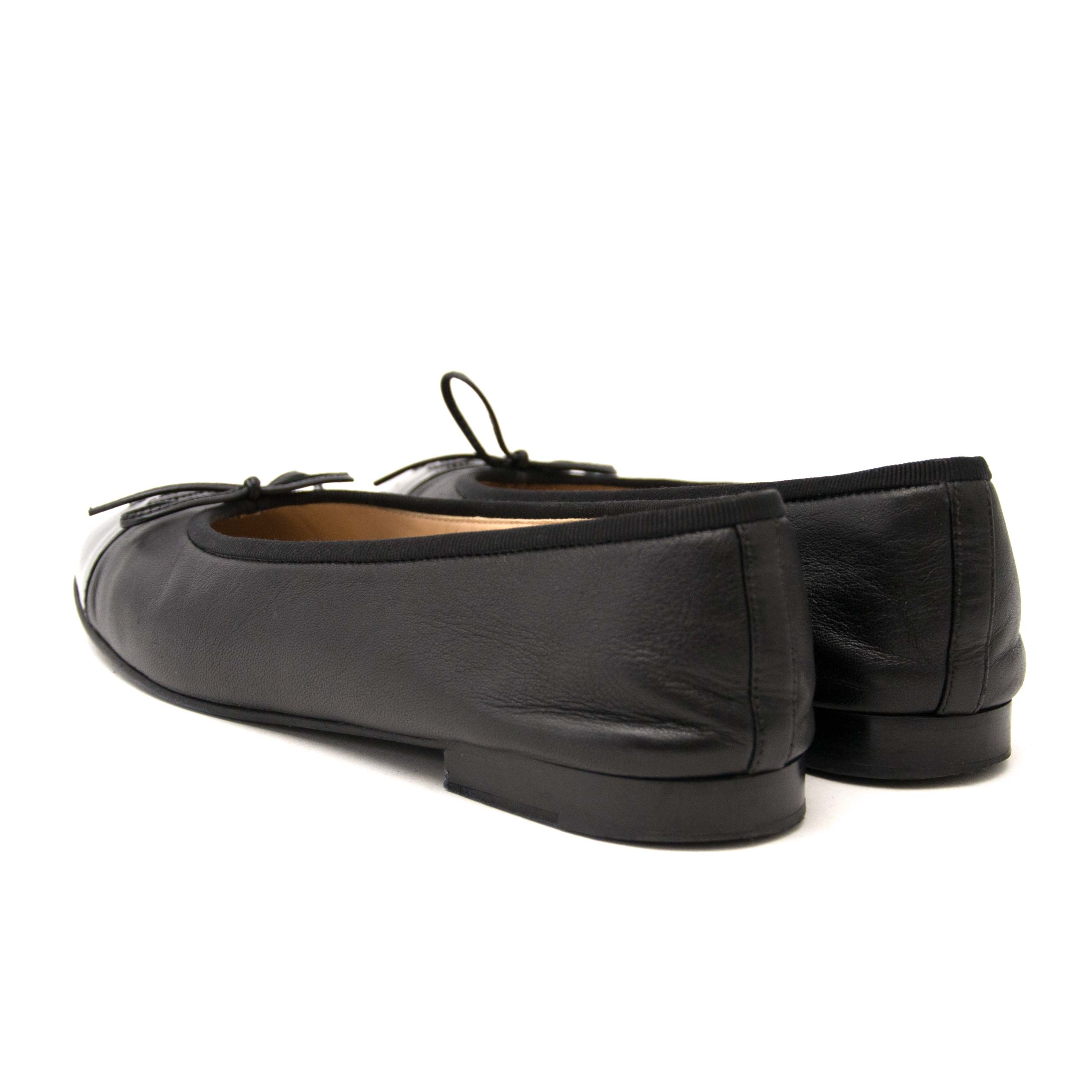 looking for black patent chanel flats size 39,5? shop them now at labellov.com for the best price