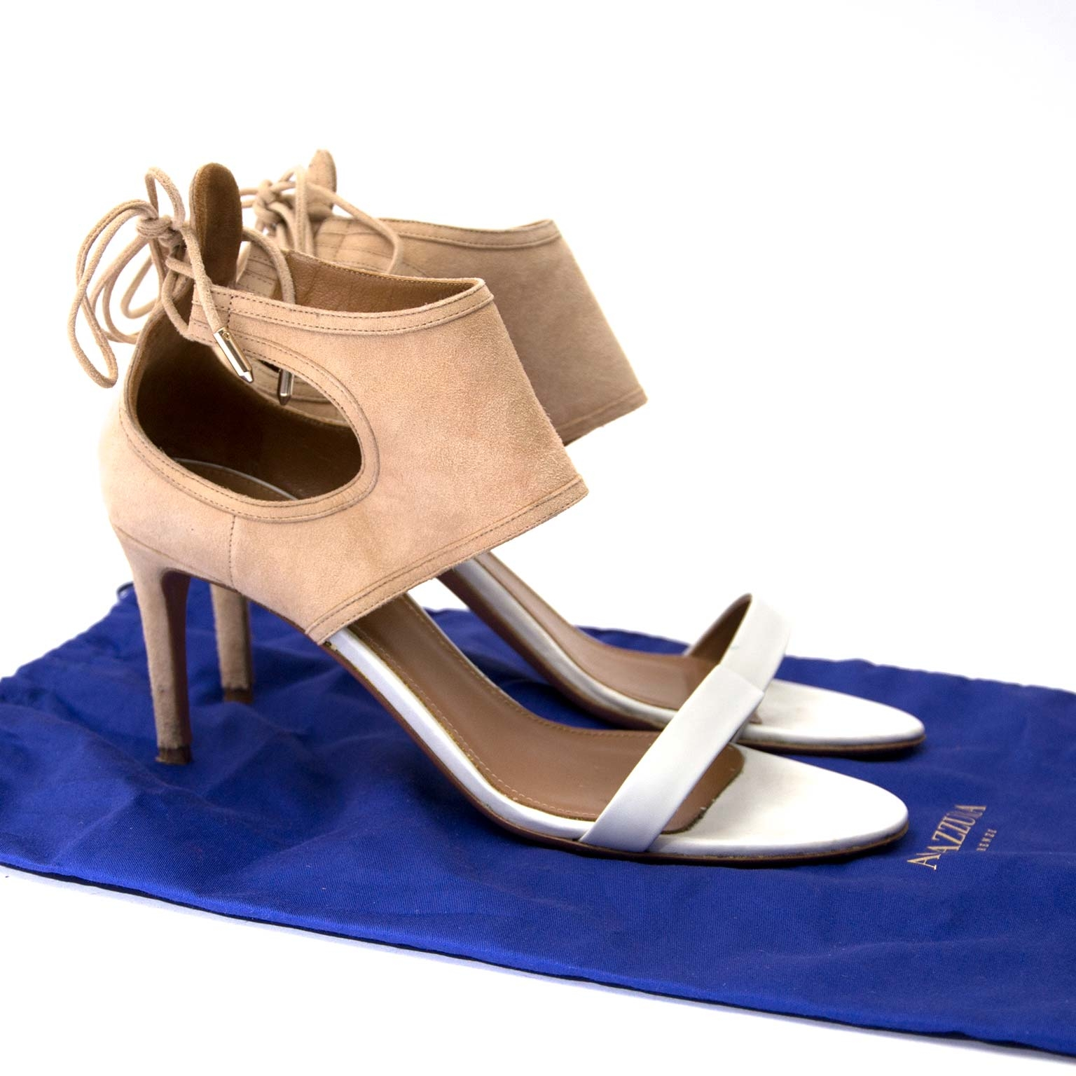 Aquazzura White & Beige Suede Heel Sandals - Size 39 Buy authentic designer Aquazzura secondhand shoes at Labellov at the best price. Safe and secure shopping. Koop tweedehands authentieke Aquazzura schoenen bij designer webwinkel labellov.
