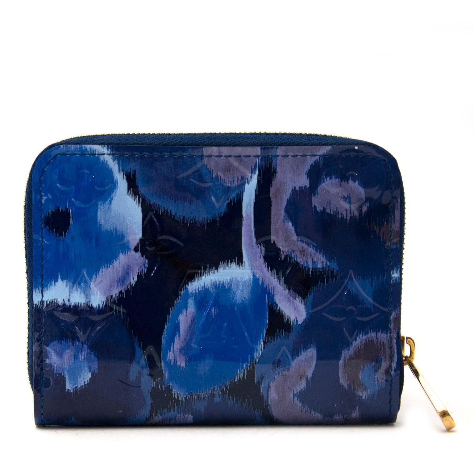 Second main Louis Vuitton Ikat portefeuille