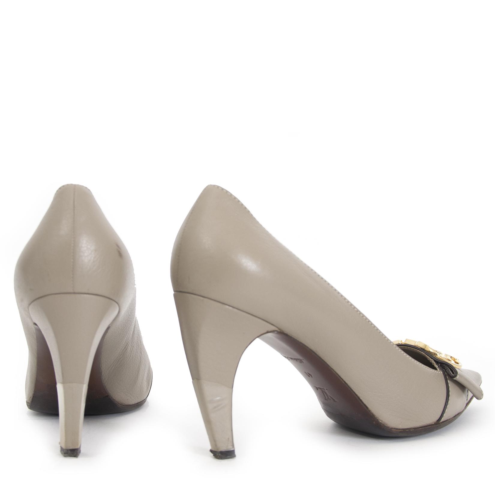 Koop en verkoop uw authentieke designer pumps van Louis Vuitton