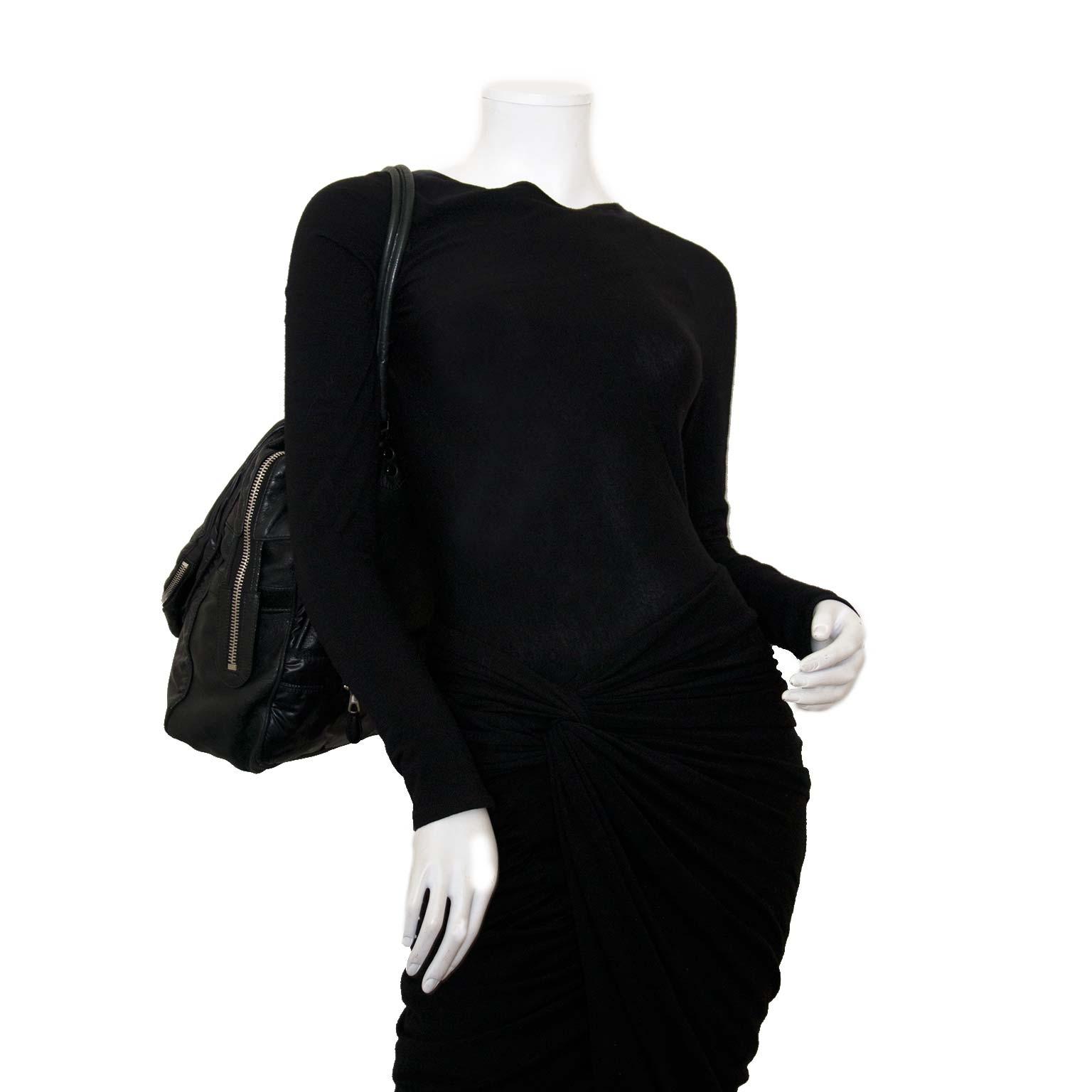 Koop authentieke Balenciaga leder en nylon tas bij labellov vintage mode webshop