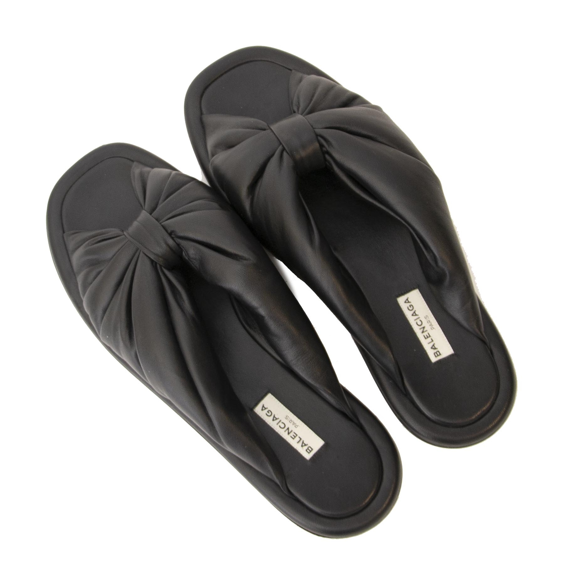Buy authentic secondhand Balenciaga slippers at the right price at Labellov.