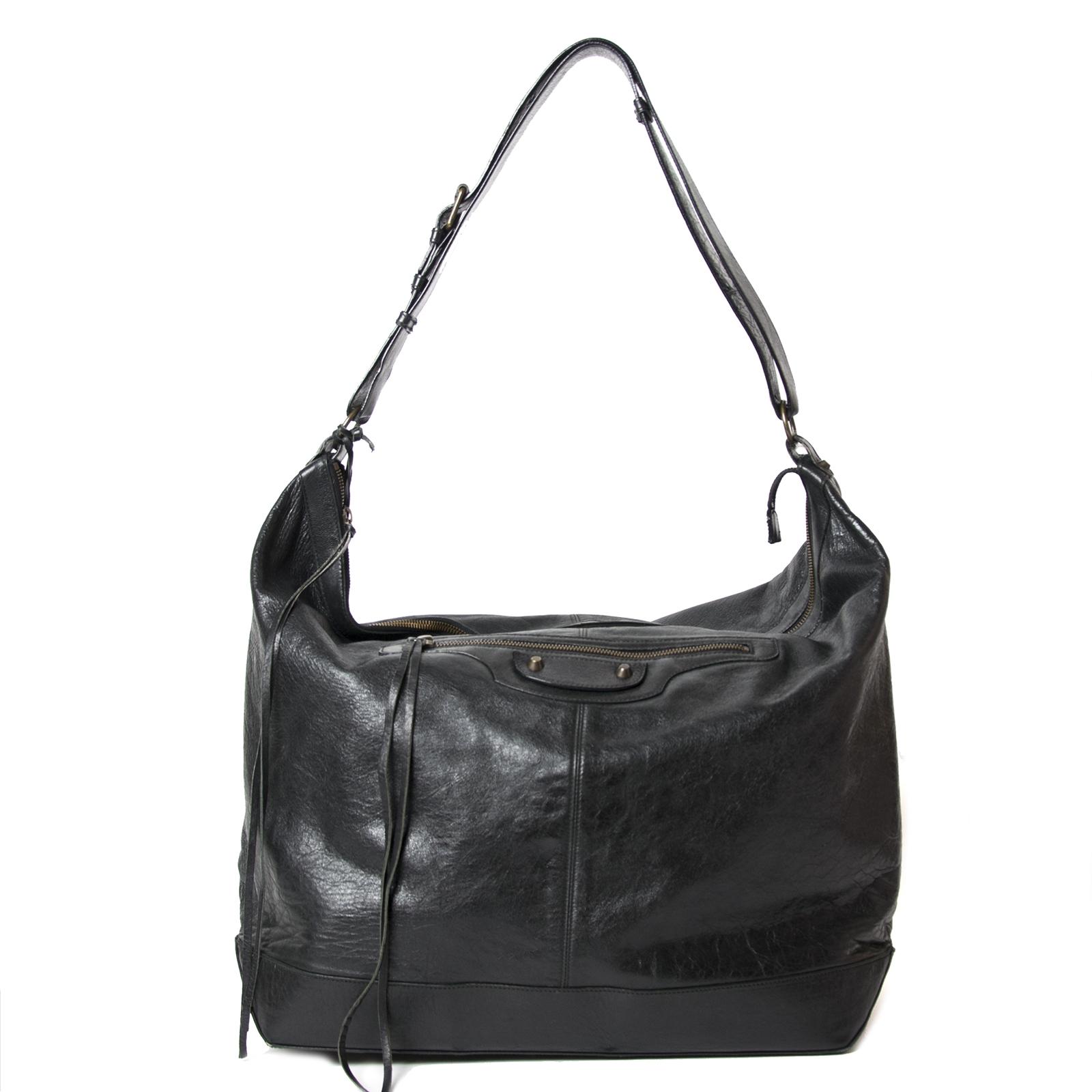 Buy your authentic Balenciaga Black Courier Bag for the best price at Labellov kopen en verkopen