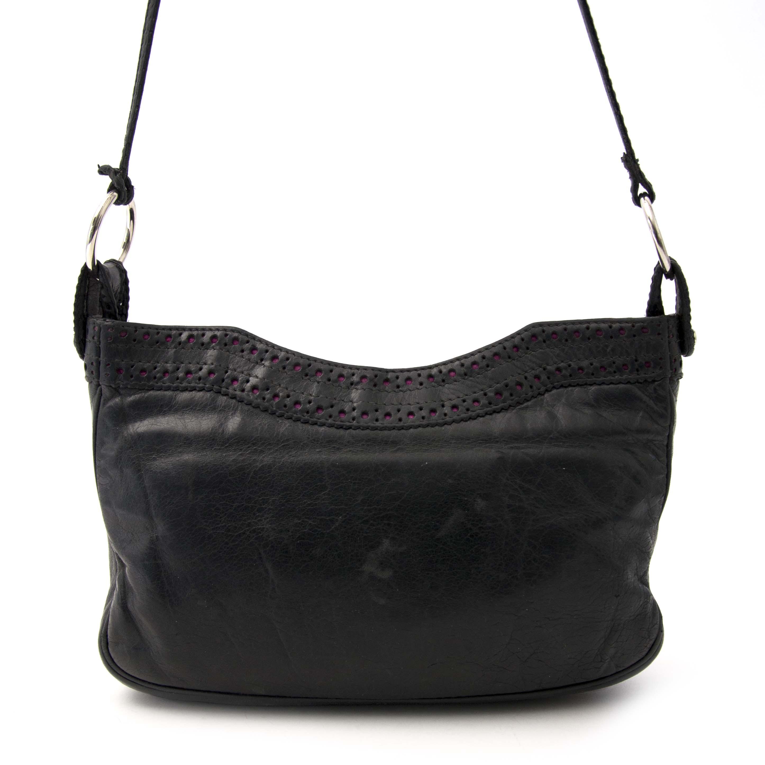 acheter en ligne chez labellov.com pour le meilleur prix balenciaga hip leather shoulder bag