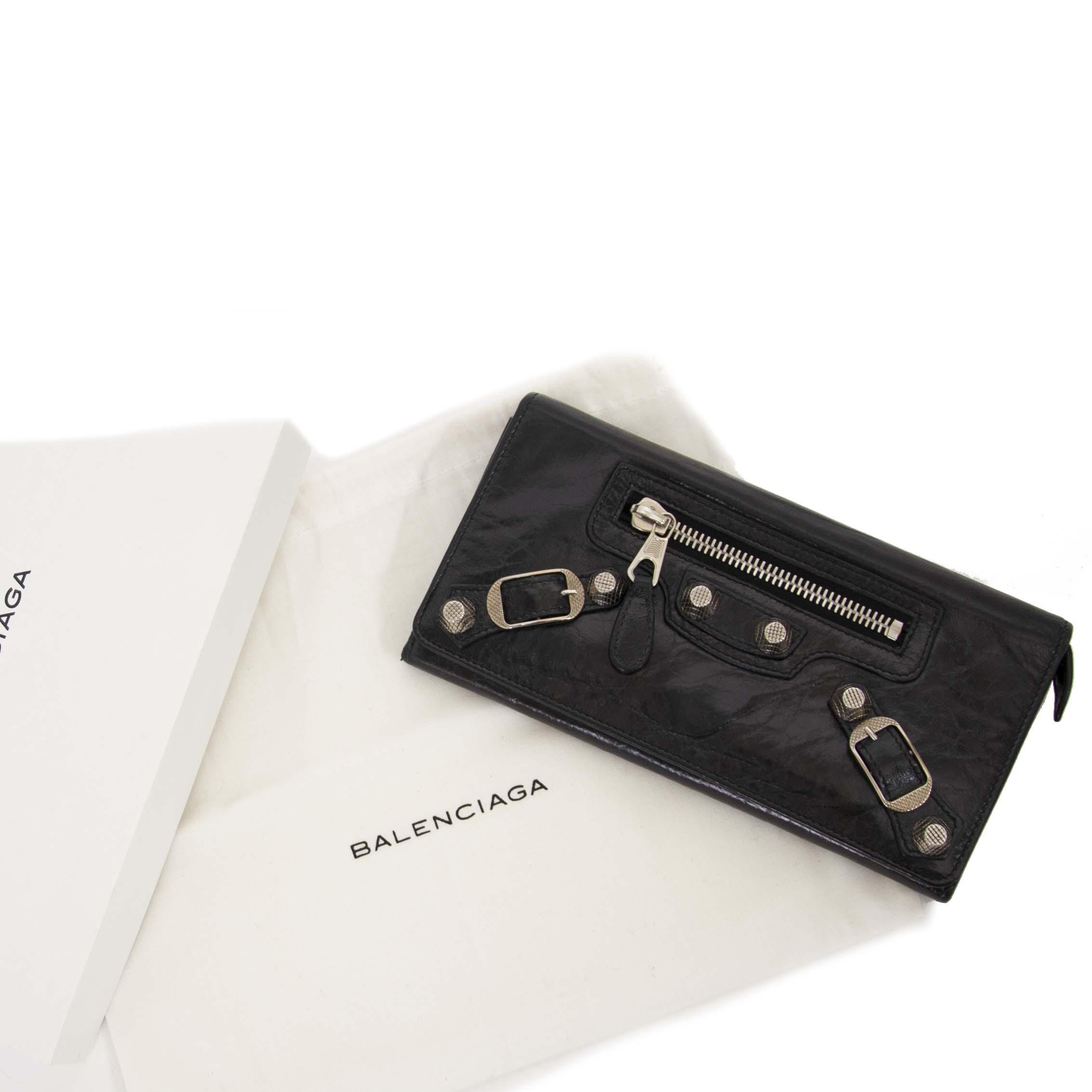 071fe124ca ... sale at labellov vintage fashion webshop belgium Balenciaga zwarte giant  zilver stud portefeuille bij labellov vintage webshop aan de laagste prijs