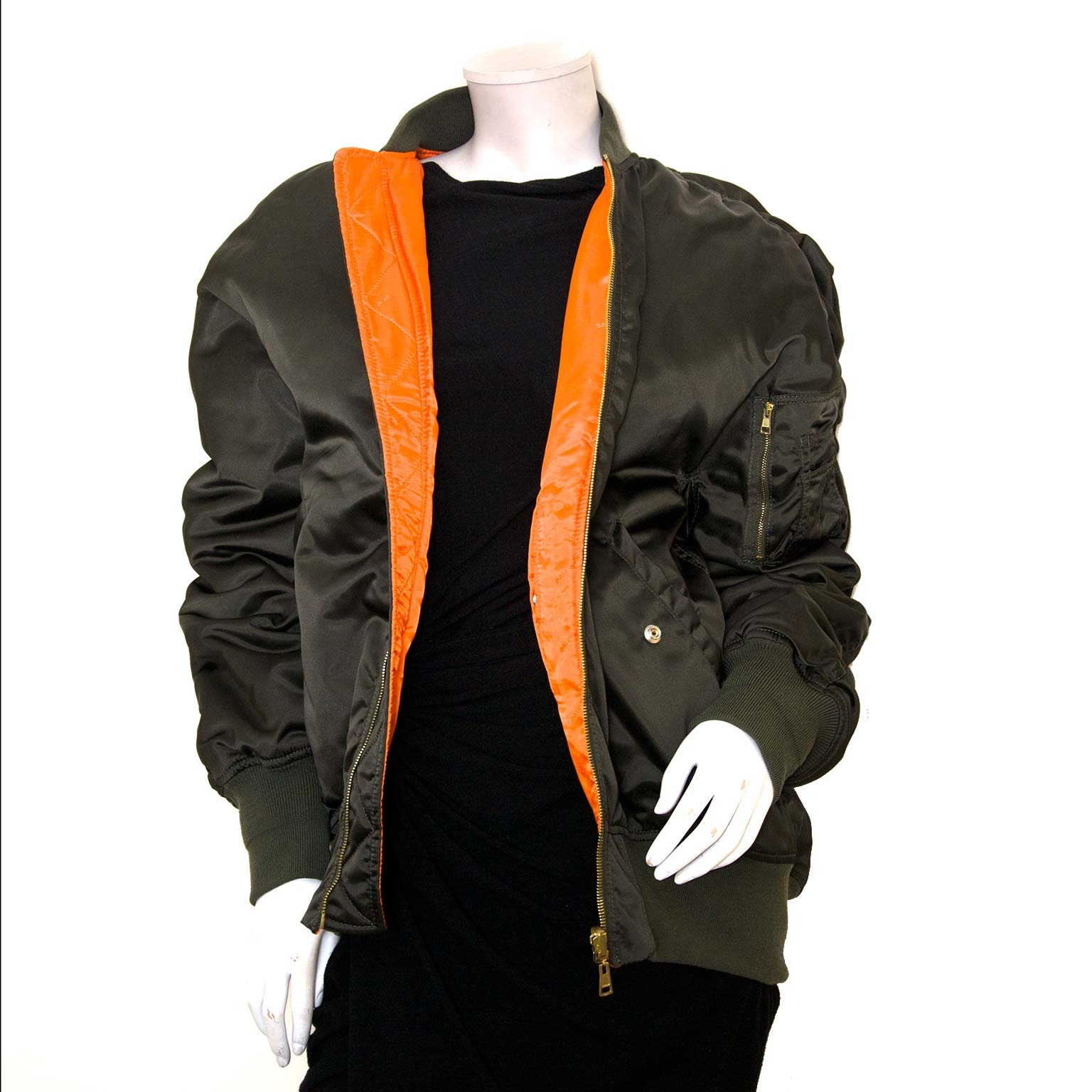 Koop authentieke Balenciaga bomber jacket en kleding online bij Labellov vintage webshop