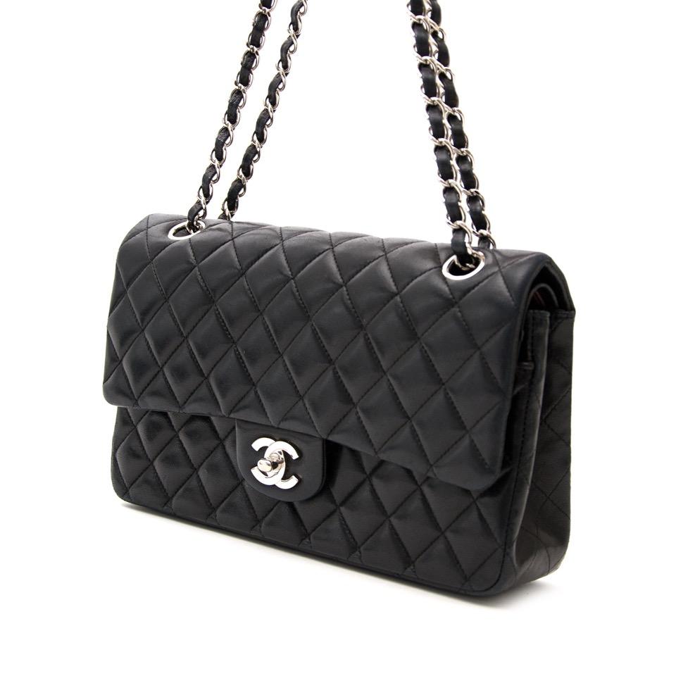 koop veilig online aan de beste prijs Chanel Black Medium Classic Double Flap Bag