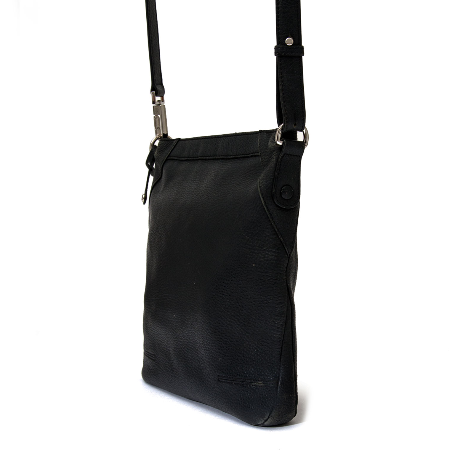 Our Belgian Designers designed this classic model by Delvaux. This cross body  bag has a zip closure and adjustable shoulder straps. The interior is simply in black. Beauty in his simplicity, Audrey Hepburn would know what do.