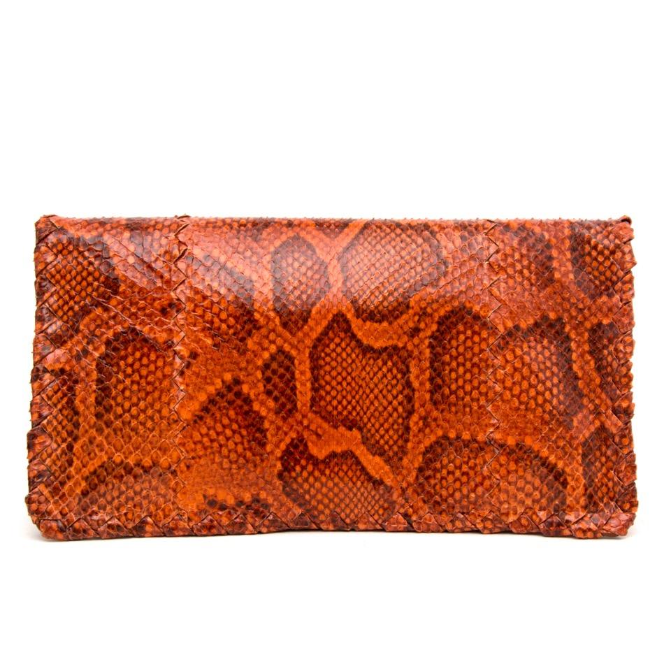 Acheter secure en ligne des sacs Bottega Veneta en cuir Snakeskin Ayers Twist Lock Clutch