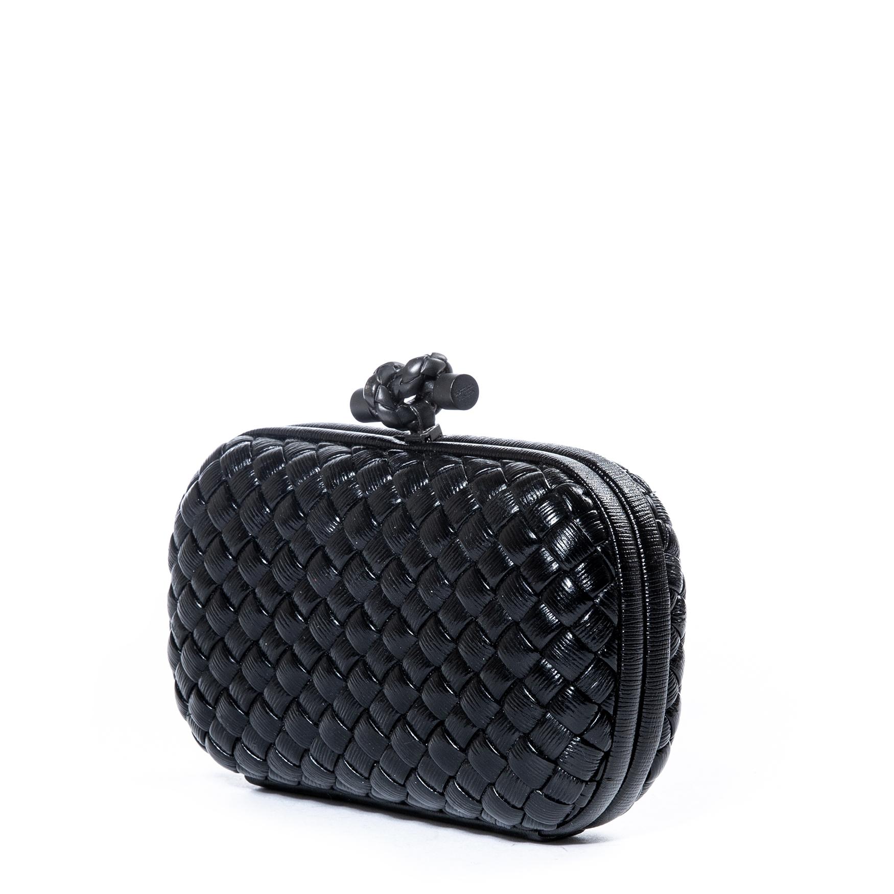 Koop uw authentieke Bottega Veneta Black Knot Clutch aan de beste prijs