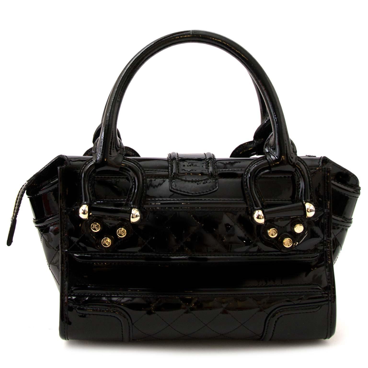 koop Burberry Black Patent Leather Handbag aan de beste prijs bij labellov.com