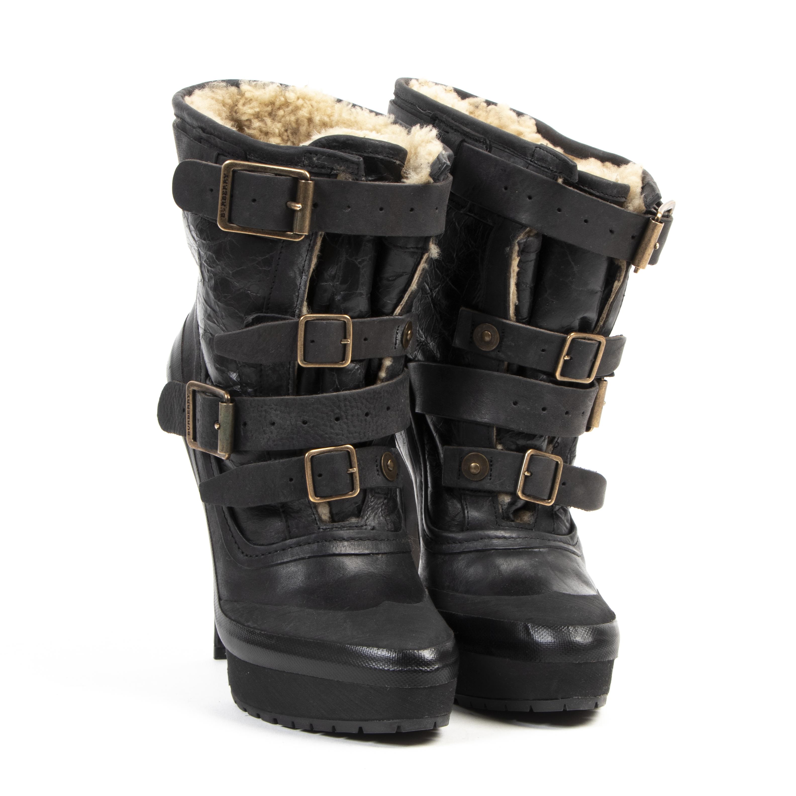 Burberry Black Buckled Ankle Boots - Size 38 pour le meilleur prix chez Labellov à Anvers Belgique
