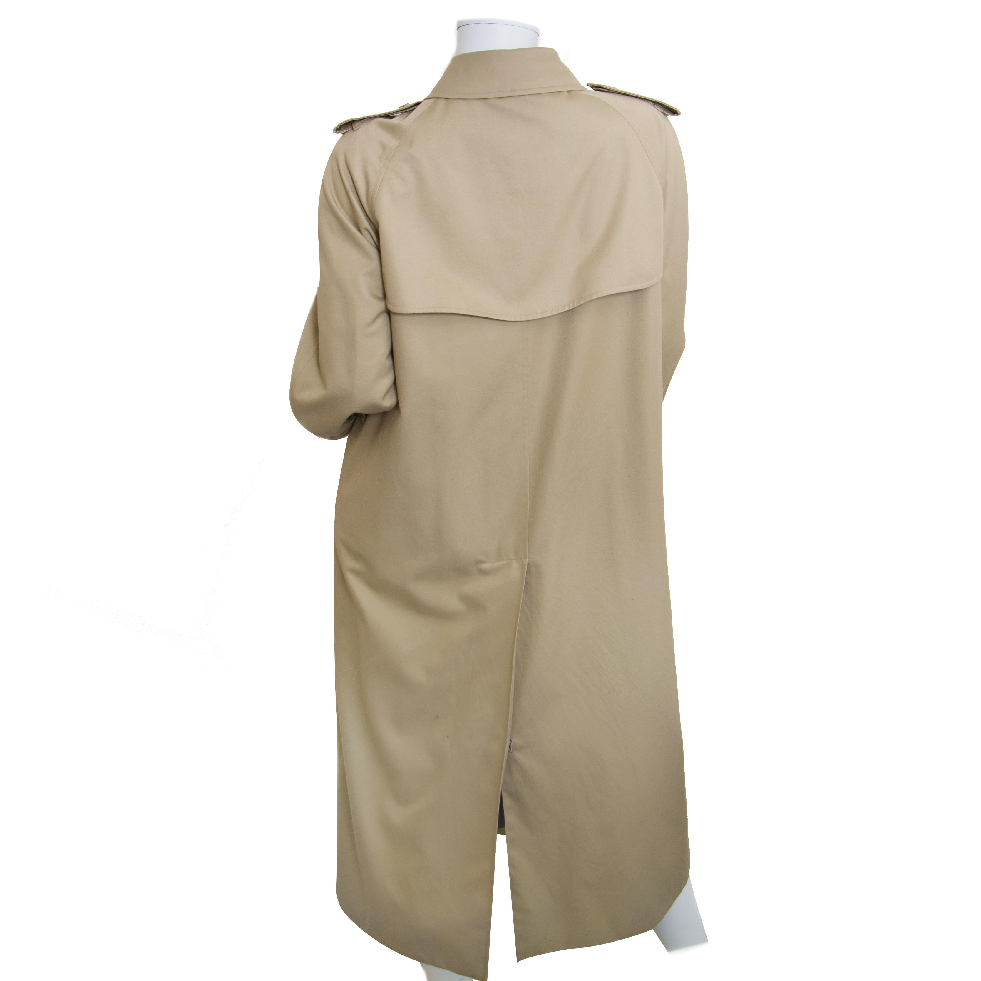 Burberry Beige Trench Coat - Size EU 42 now for sale at labellov vintage fashion webshop belgium