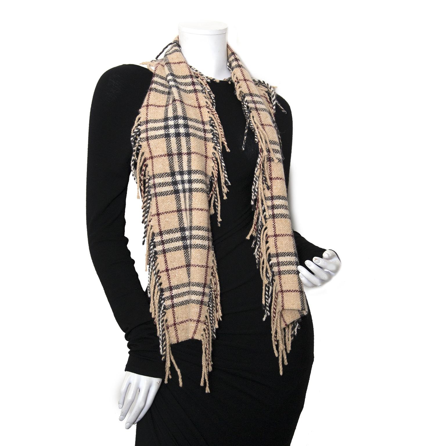 Koop Burberry ruiten sjaals bij Labellov vintage mode webshop België
