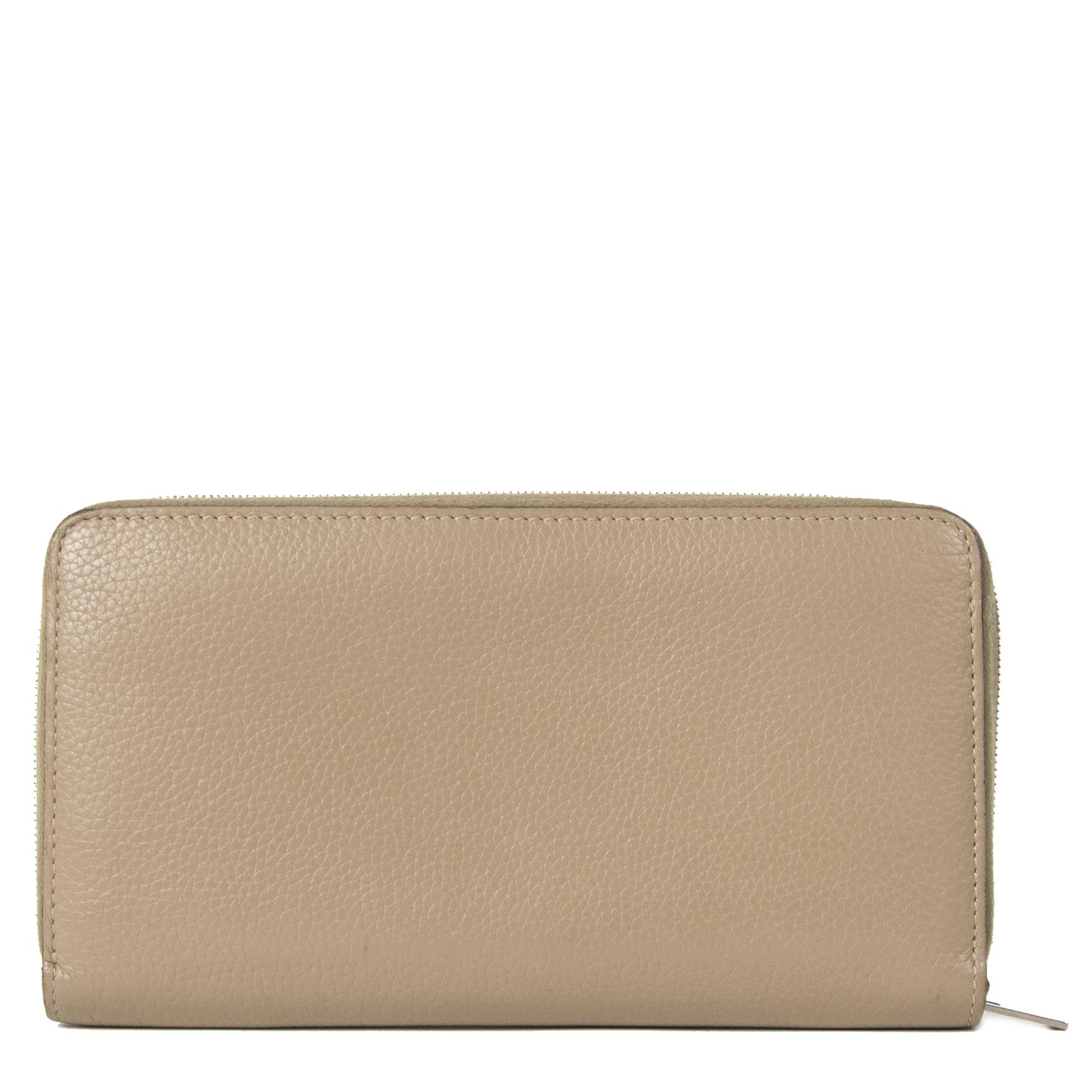 Authentieke tweedehands Celine Beige Leather Zippy Wallet juiste prijs veilig online winkelen LabelLOV webshop luxe merken winkelen Antwerpen België mode fashion