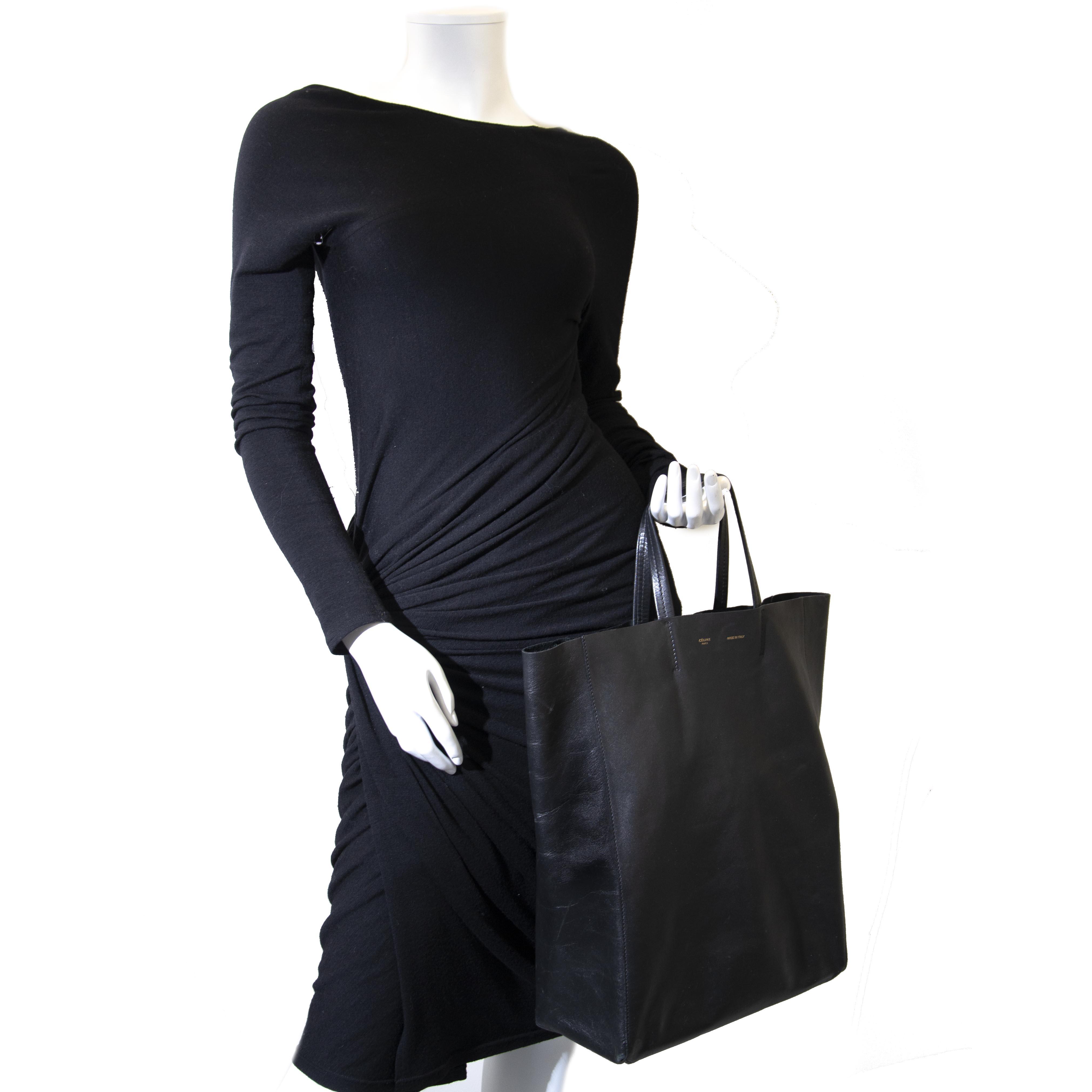 Celine Black Tote Bag. Buy authentic Celine bag at Labellov. Koop authentieke tweedehands Celine handtassen bij Labellov.