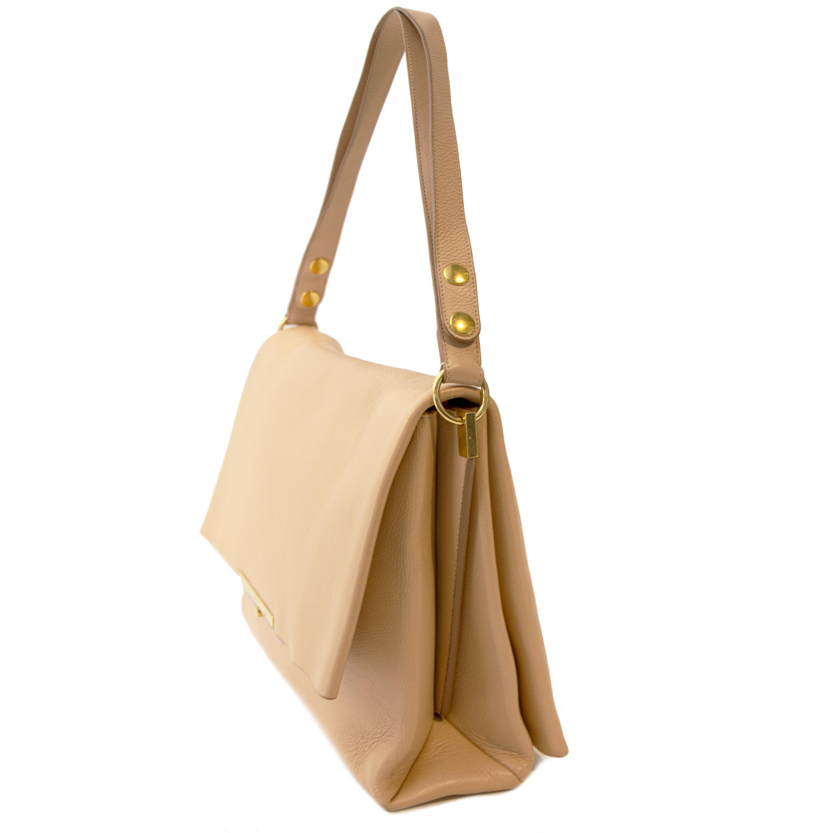 koop veilig online tegen de best prijs Celine Nude Blade Shoulder Bag
