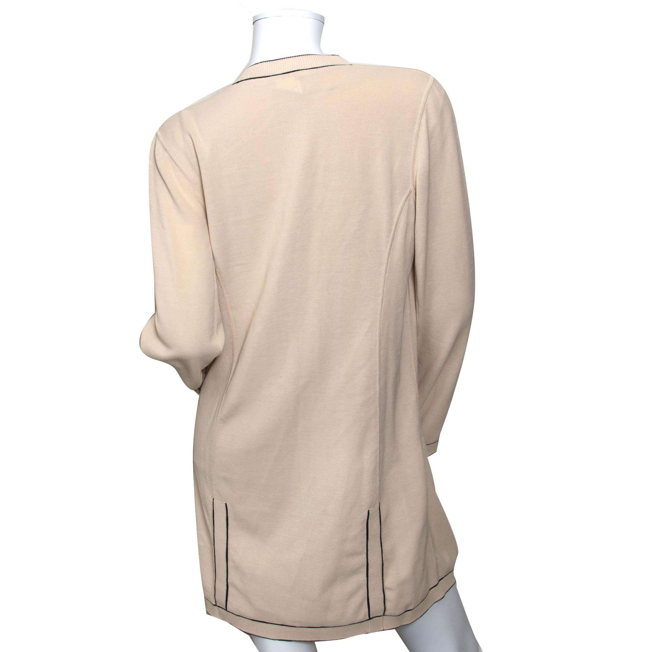 achetez Chanel Beige Knitted Vest - Size 44 chez labellov pour le meilleur prix