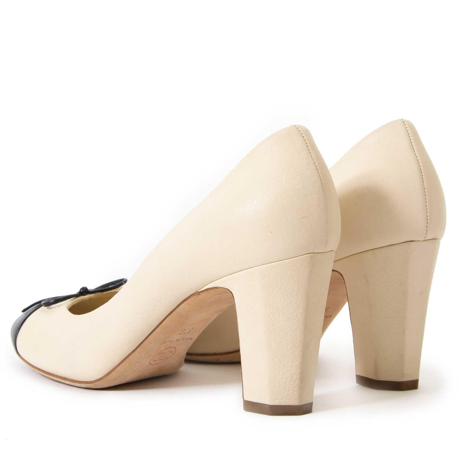 e75360e6b73e ... koop Chanel White Cap Toe Pumps - Size 37 bij labellov aan de beste  prijs