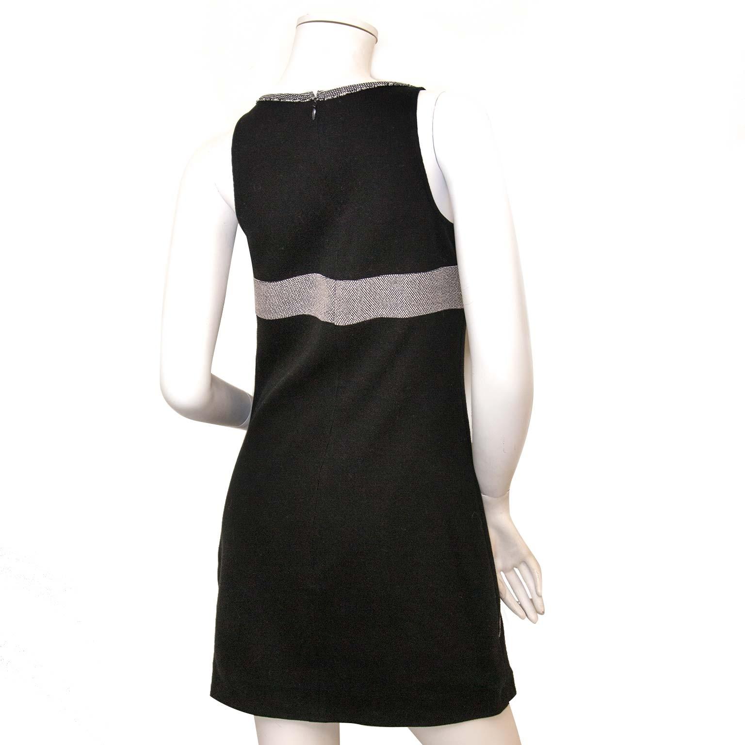 Koop authentieke Chanel kleding online bij Labellov vintage fashion webshop