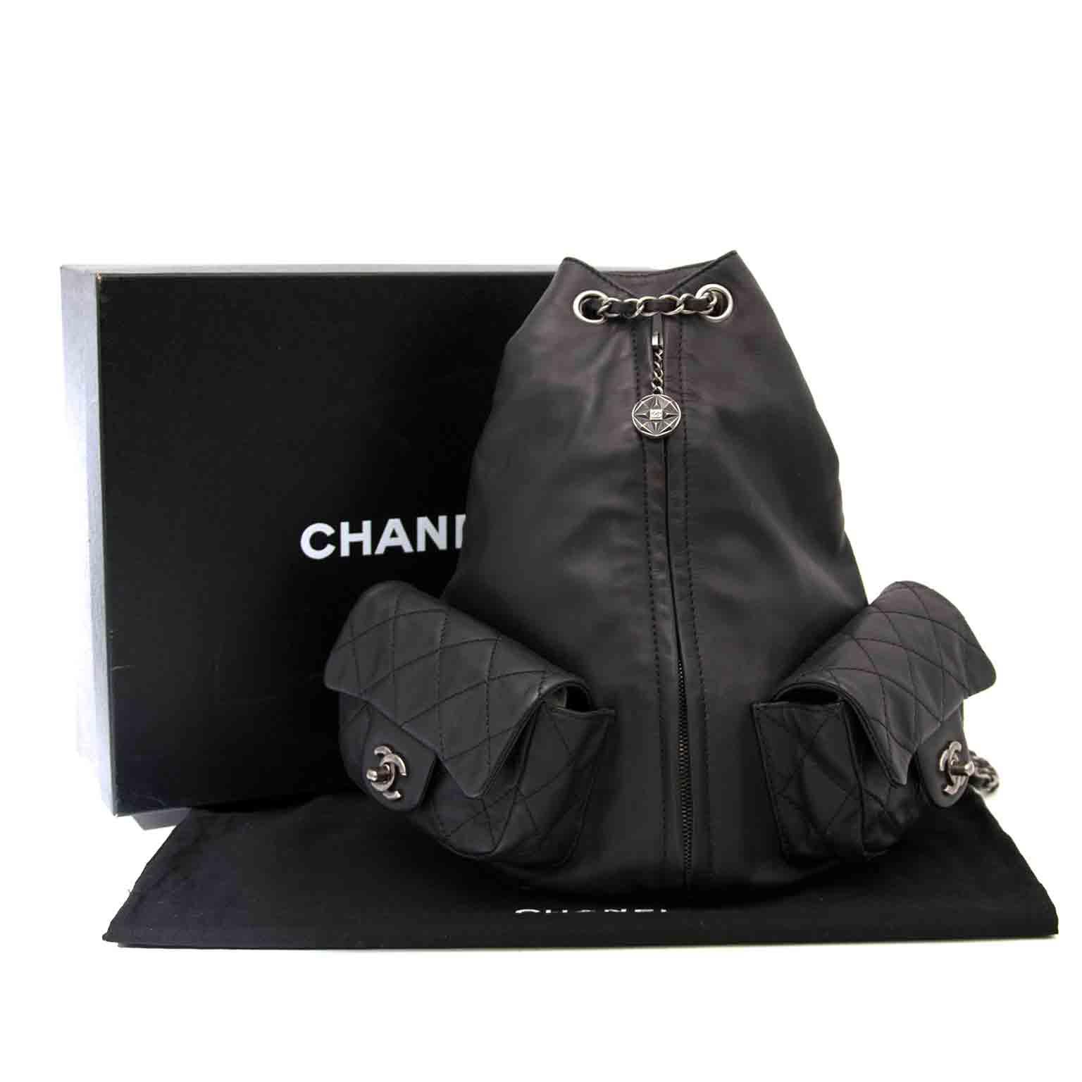 Acheter secur en ligne votre sac a dos en cuir noir de la marque Chanel pour le meilleur prix