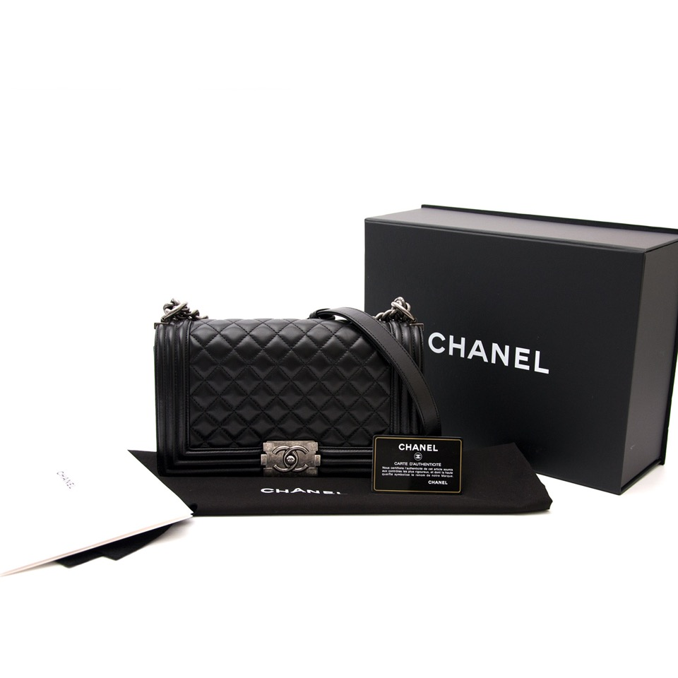 worldwide shipping luxury secondhand bags chanel medium lams boy bag