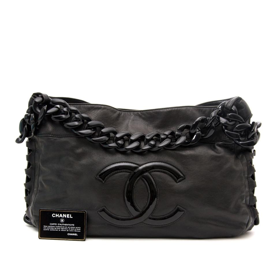 c23352af74709a ... Labellov Op zoek naar een nieuwe designer handtas? Koop uw Chanel Black  Jumbo Modern Chain Hobo