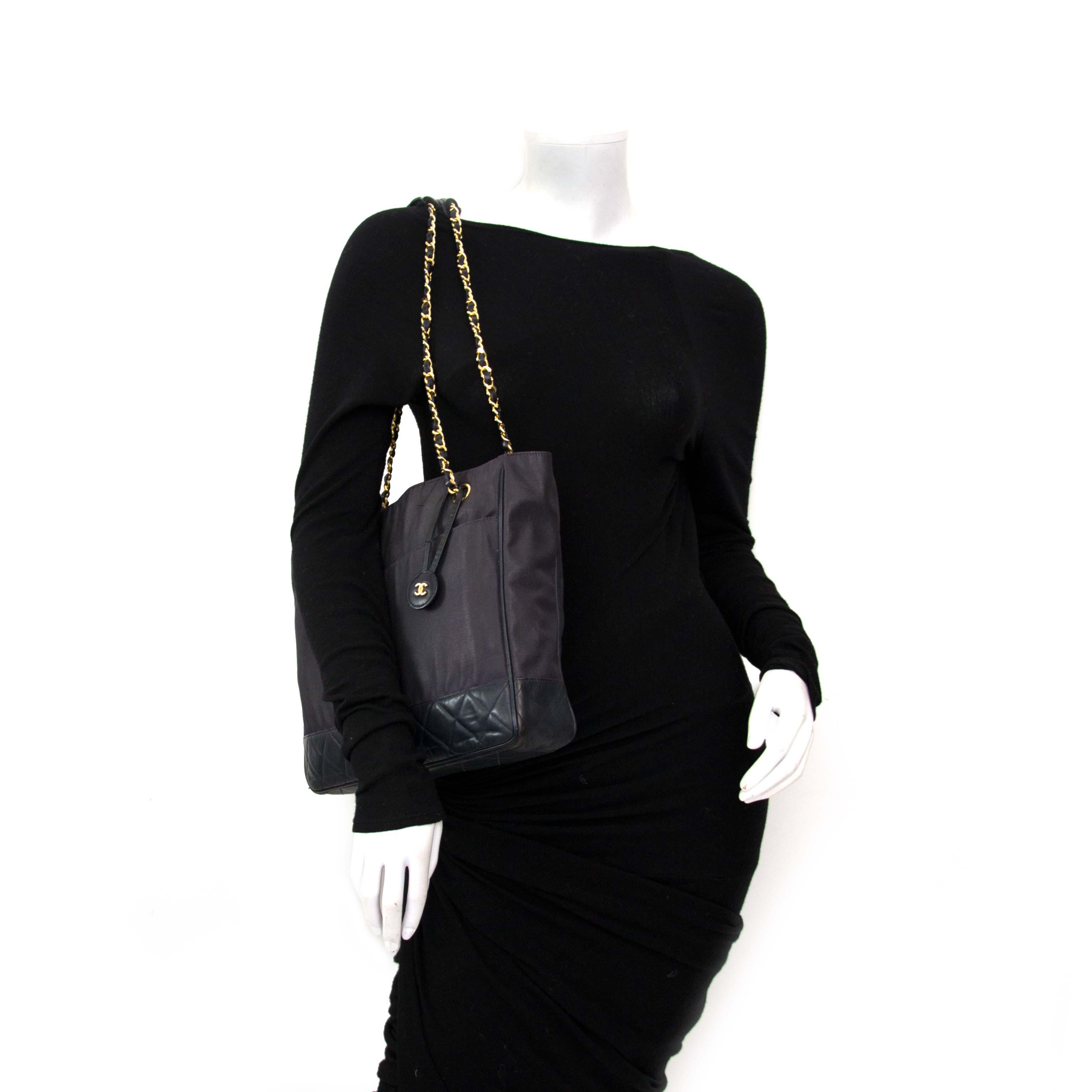acheter en ligne pour le meilleur prix Vintage Chanel Coated Canvas Shopping Tote