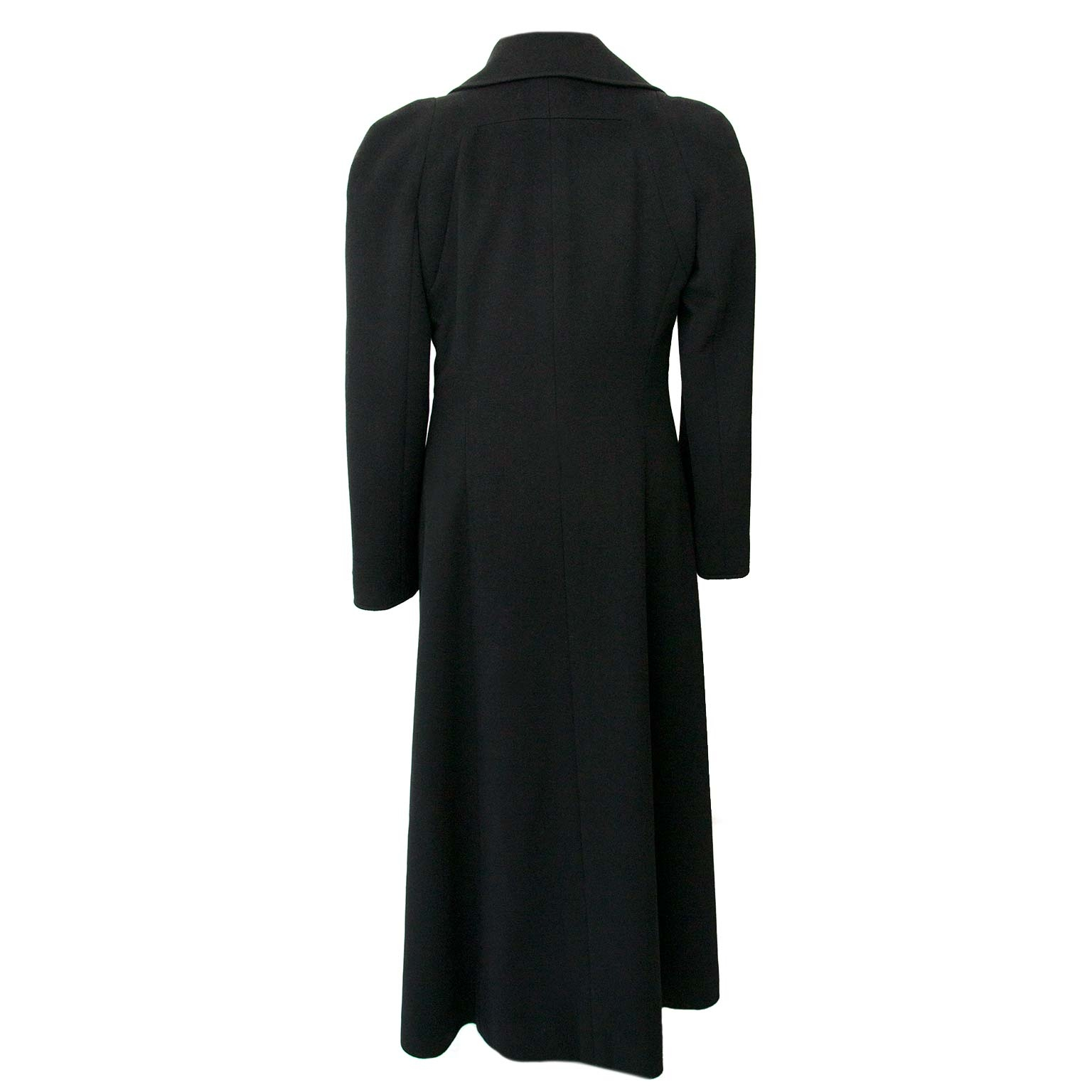 Chanel Black 100% Cashmere Long Coat - Size 40 Buy authentic designer Chanel secondhand clothing coat at Labellov at the best price. Safe and secure shopping. Koop tweedehands authentieke Chanel kleding jas bij designer webwinkel labellov.