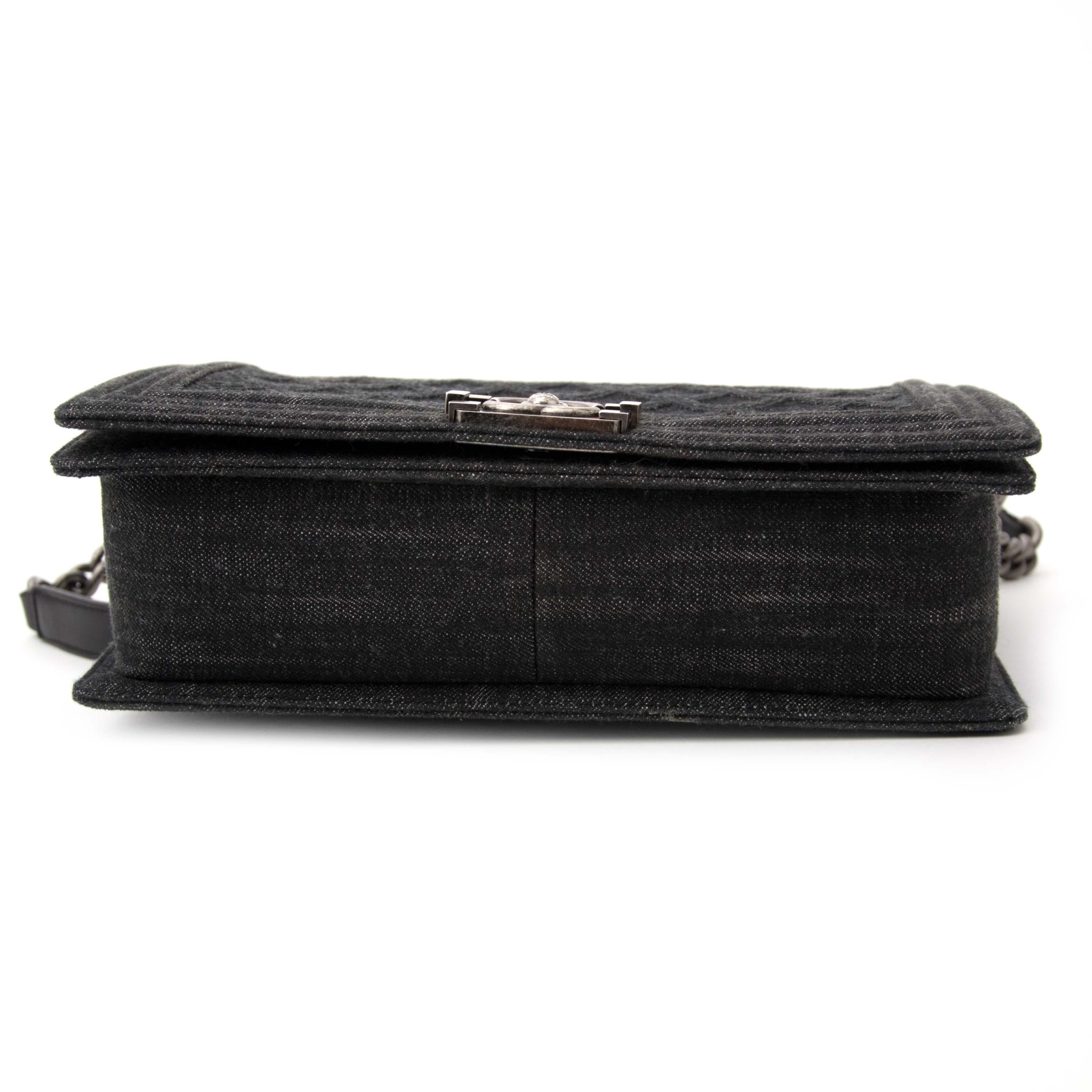 acheter en ligne seconde main Chanel Black Denim New Medium Boy Bag