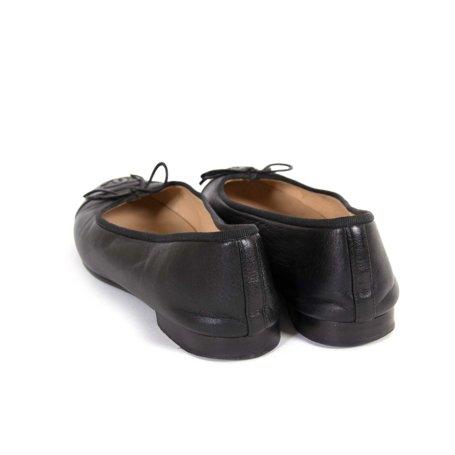 koop Chanel Black Cap Toe Flats - Size 39 bij labellov aan de beste prijs