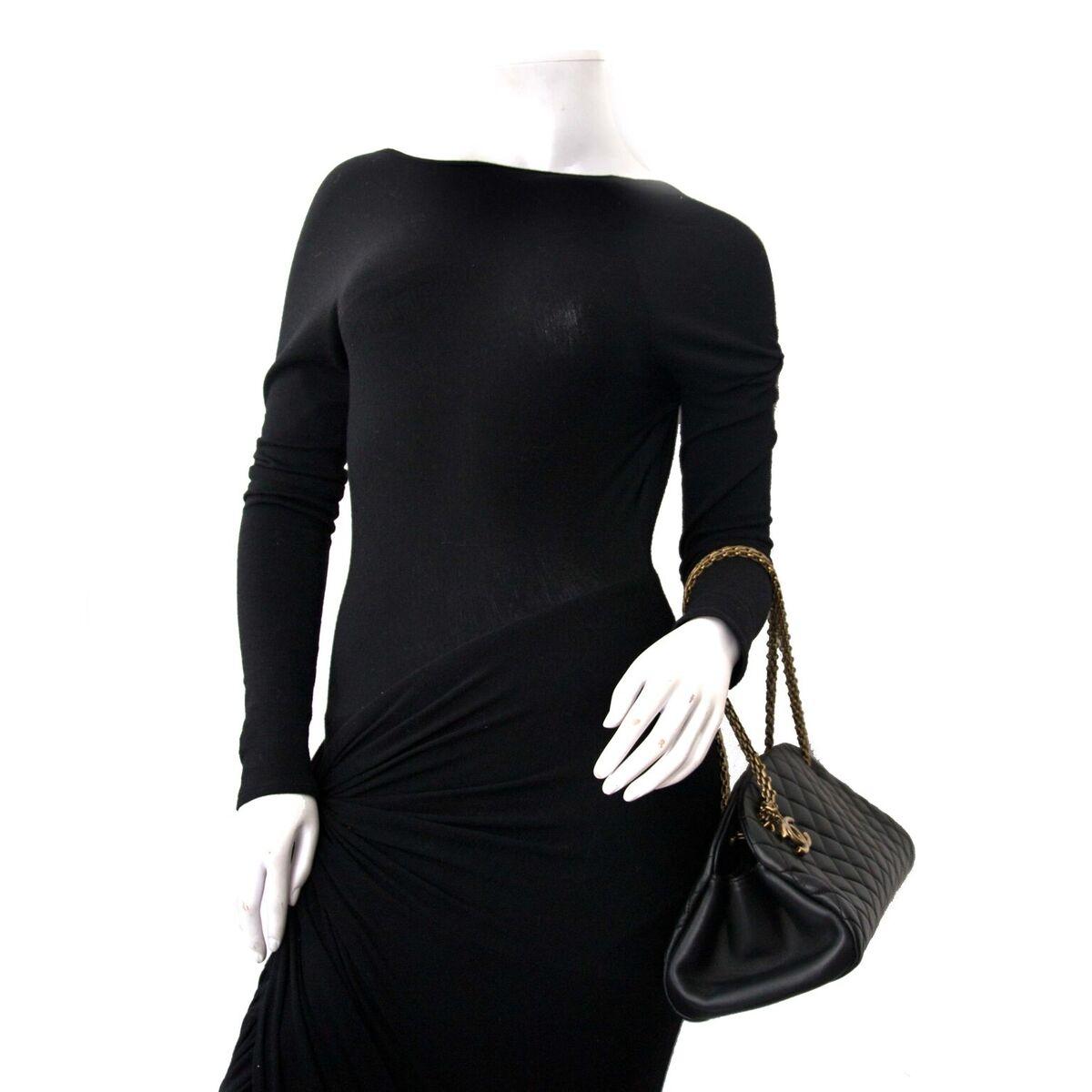 Koop authentieke tweedehands Chanel zwarte just mademoiselle aan een eerlijke prijs bij LabelLOV. Veilig online shoppen.