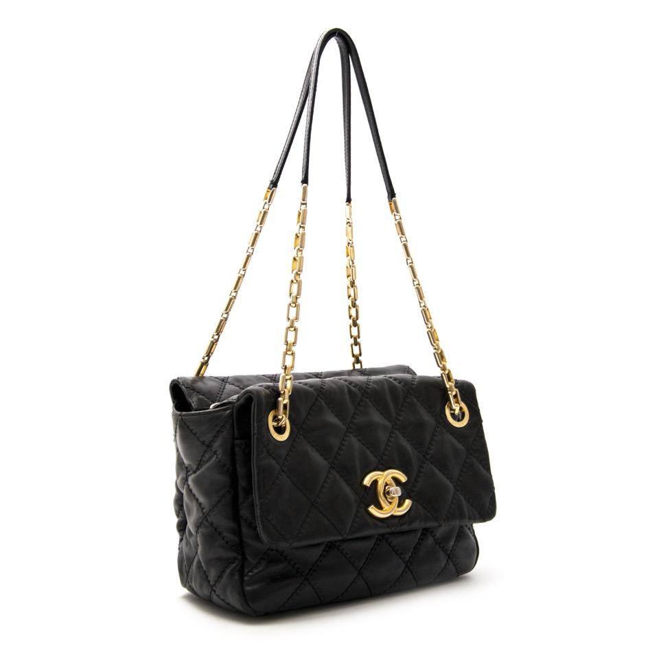 Wij kopen en verkopen uw Chanel Black Surpique Chain Bag aan de beste prijs online.