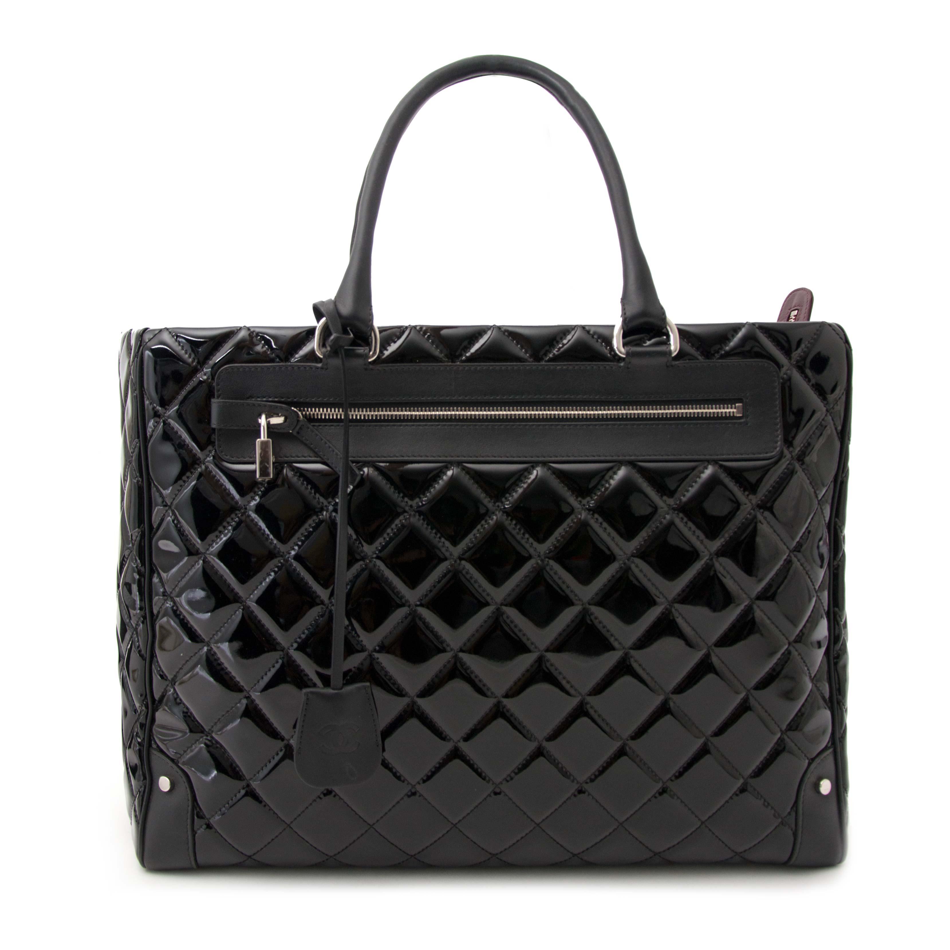 Koop en verkoop uw authentieke designer handtassen en accessoires van Chanel bij Labellov