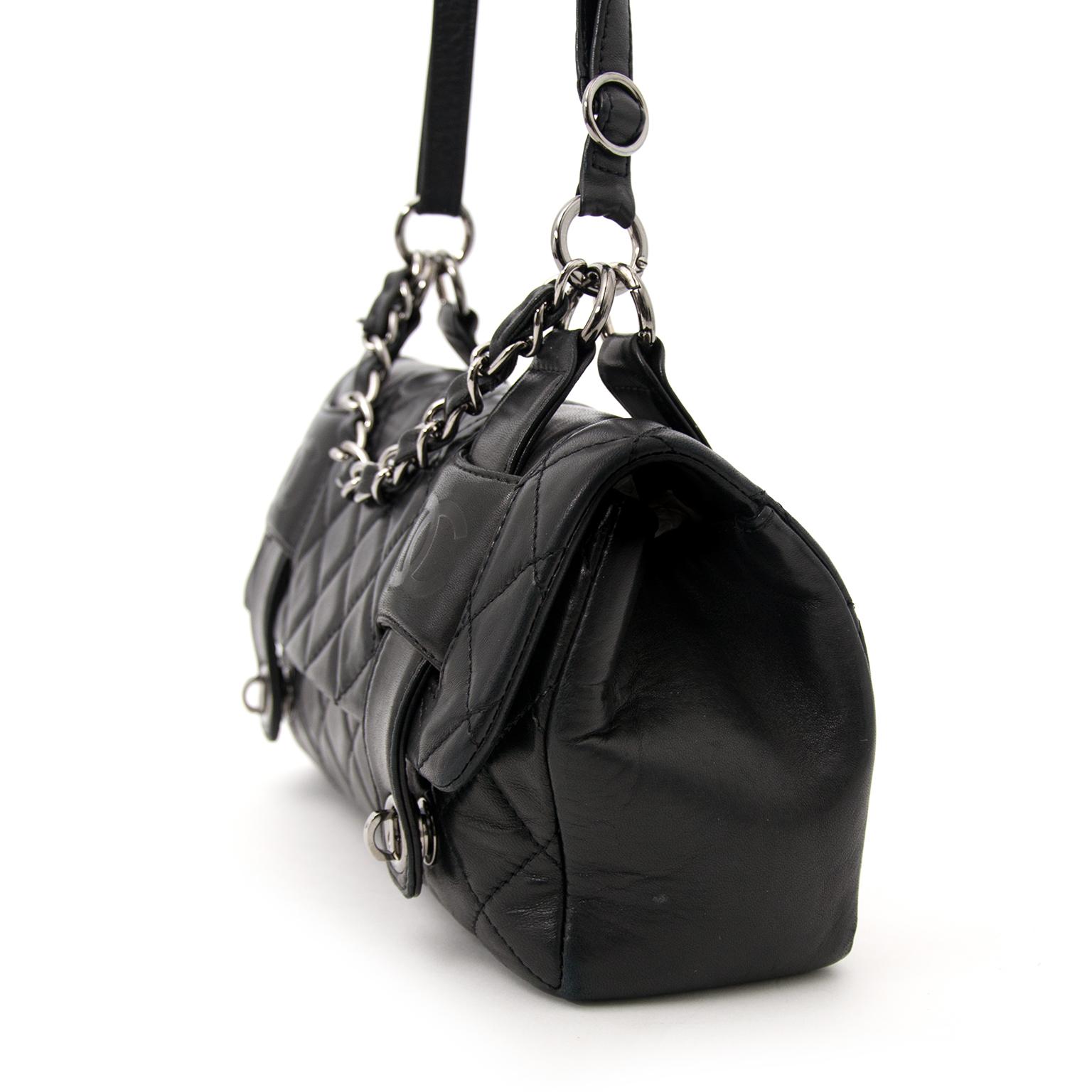 koop online aan de beste prijs Chanel Black Shoulder Bag