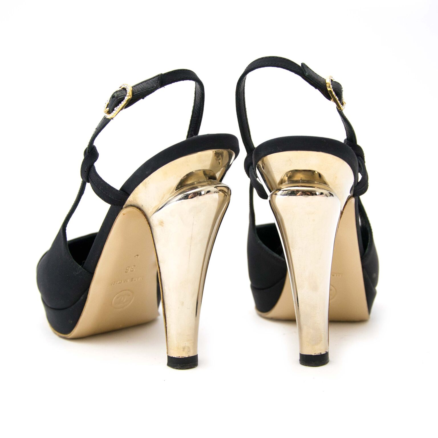 Buy now beautiful Chanel pumps on Labellov.com