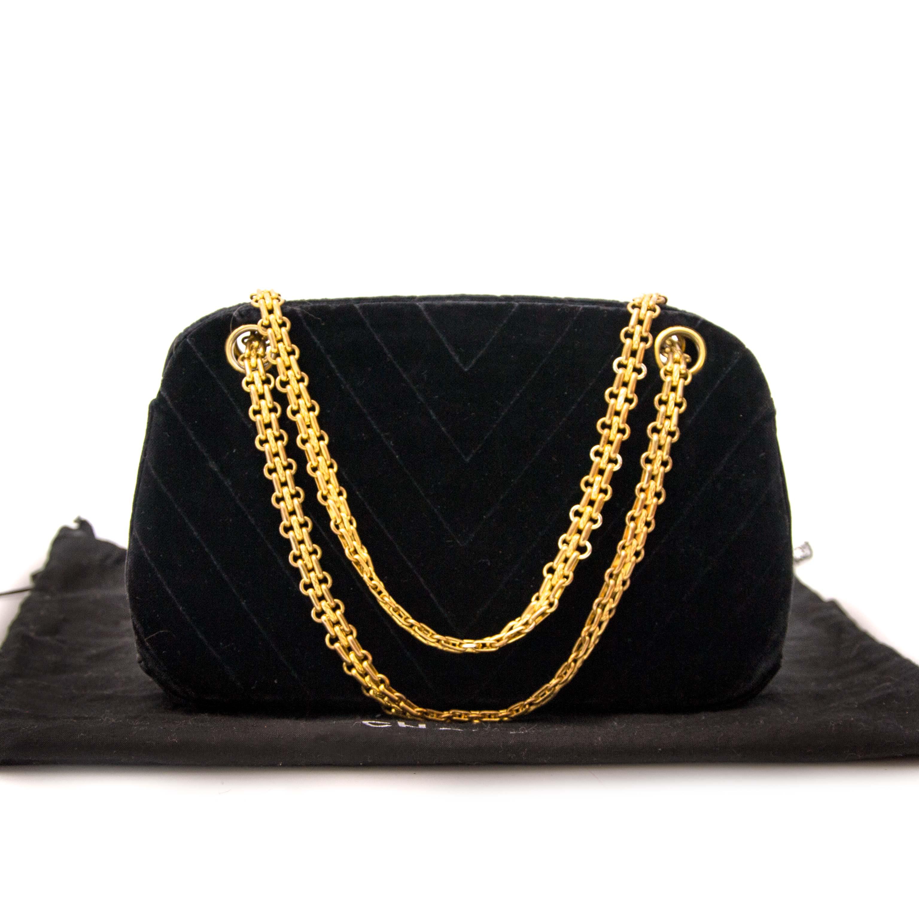 koop veilig online jou tweedehands Rare Chanel Vintage 60s Mademoiselle Quilted Velvet Bag