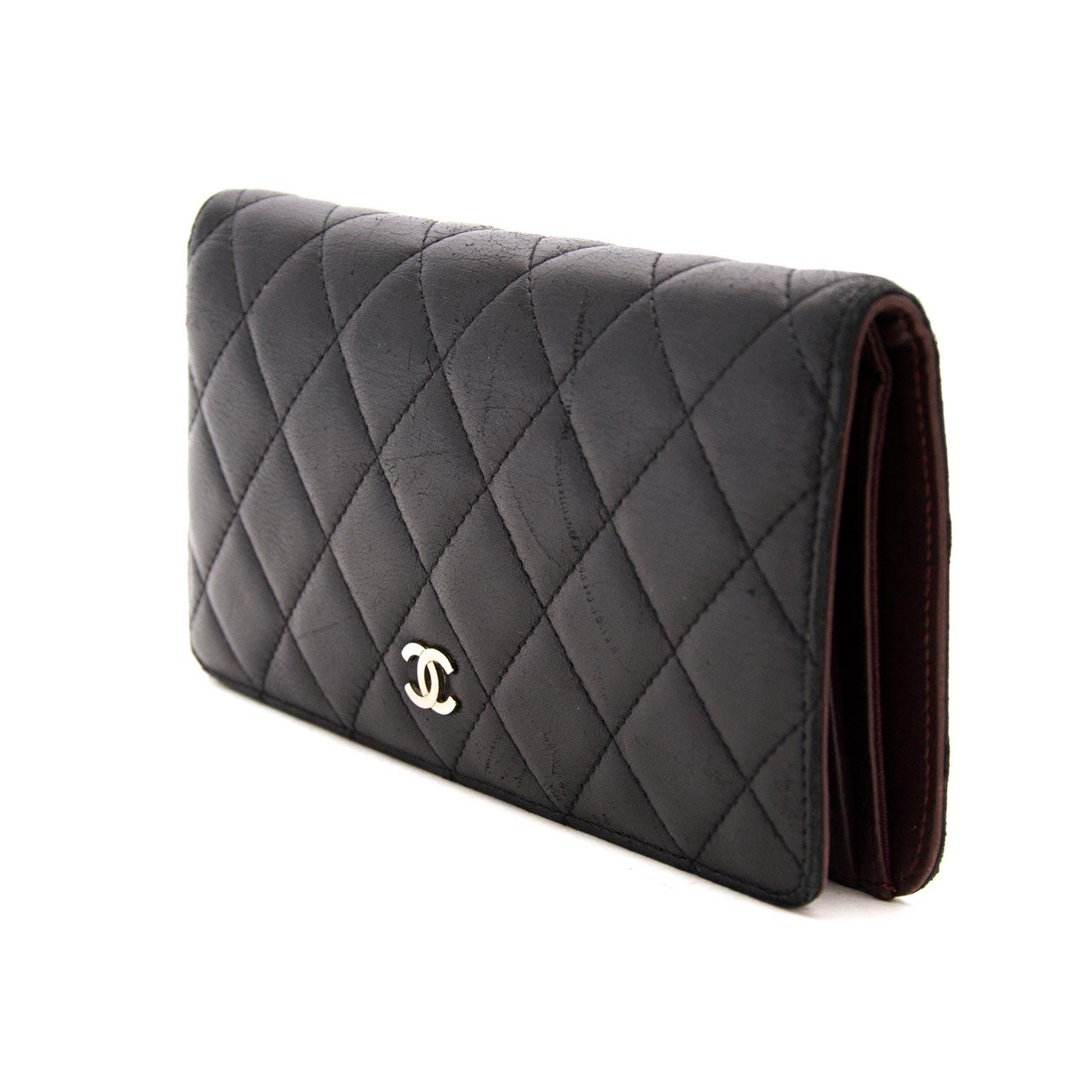 acheter en ligne chez labellov.com pour le meilleur prix chanel classic bifold wallet