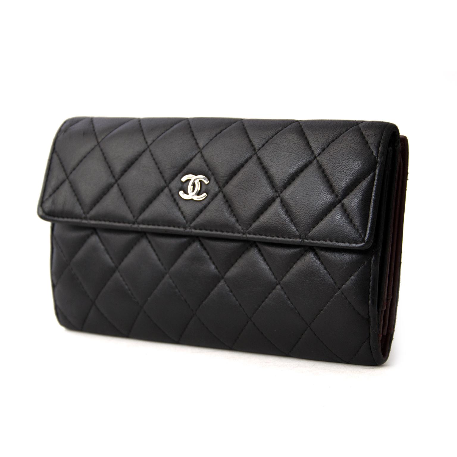 69ba41b88a4d ... best price comme neuf Chanel Classic Black Lambskin Wallet pour le  meilleur prix Chanel Classic Black Lambskin Wallet