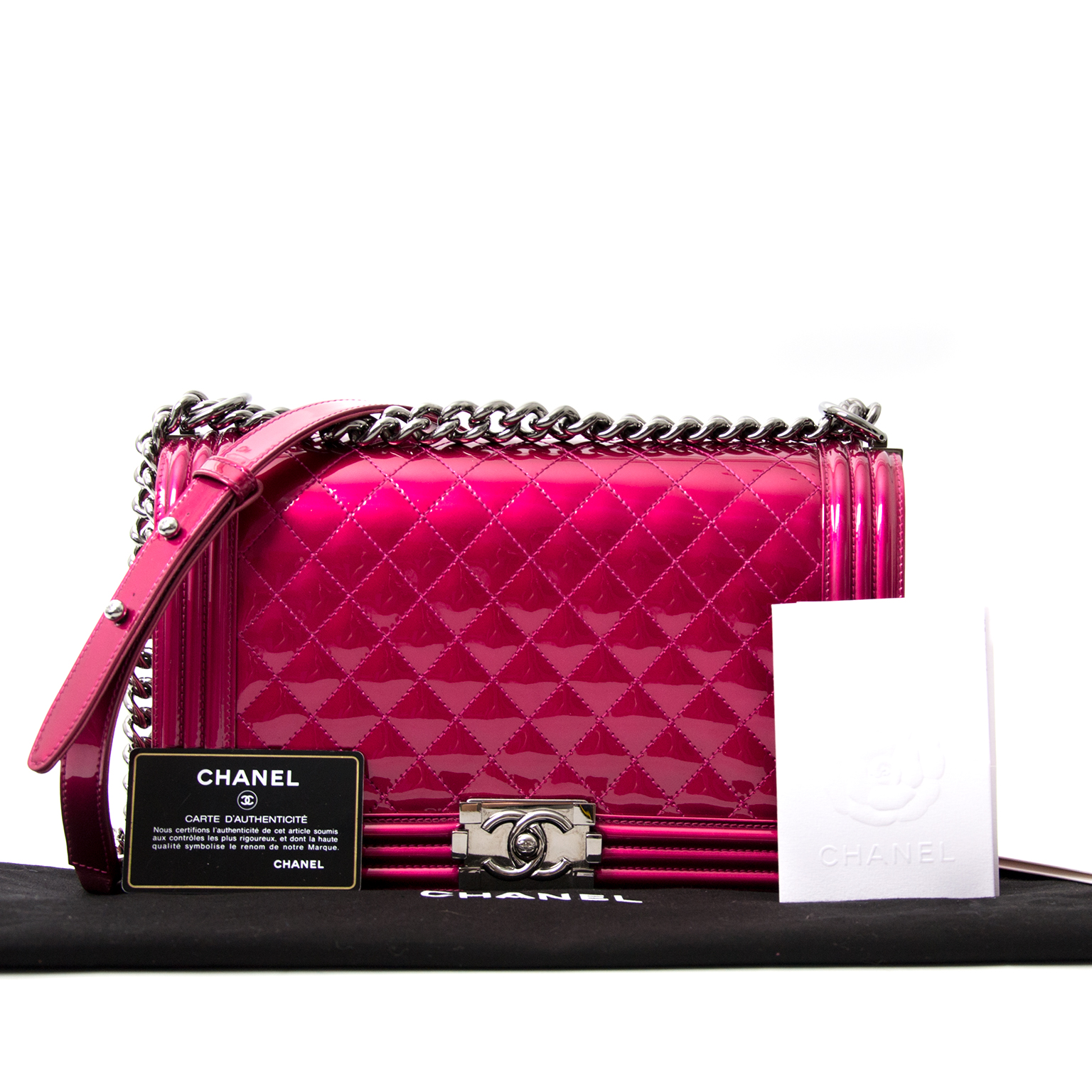 koop veilig online jou tweedehands Chanel Metallic Patent Fuchsia New Medium Boy Bag
