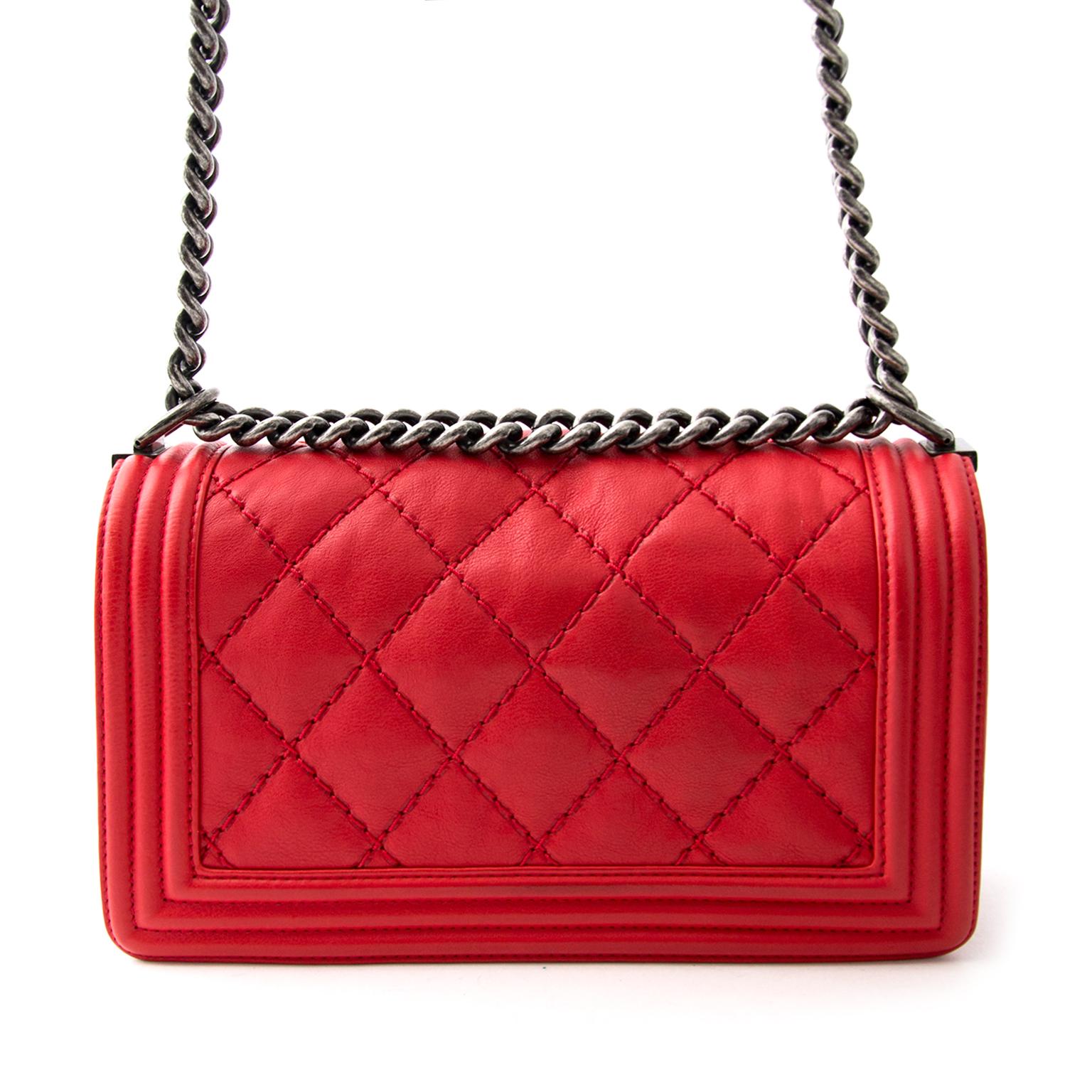 koop veilig online aan de beste prijs New Chanel Boy Flap Bag Red