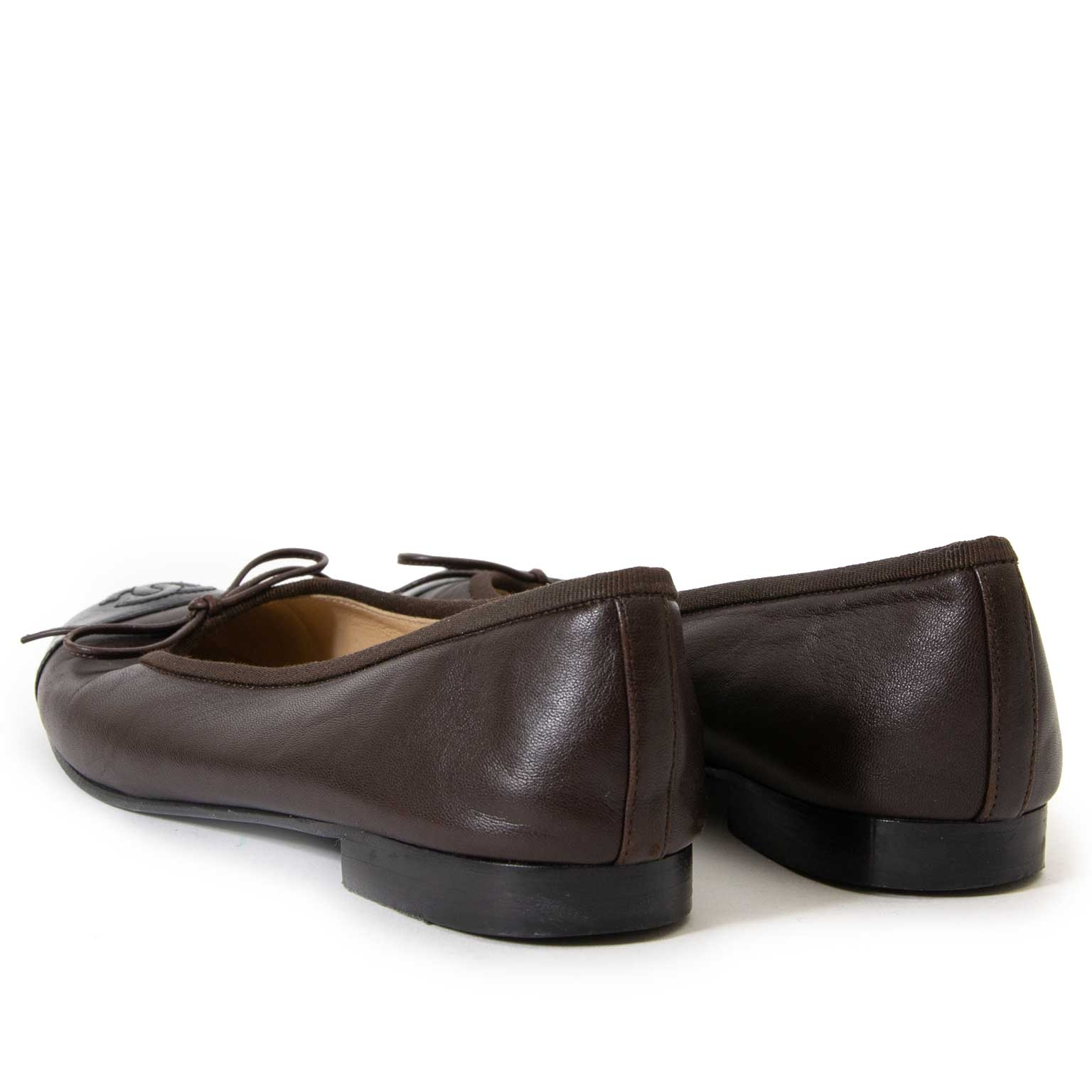 chanel black and brown cap-toe ballerinas now for sale at labellov vintage fashion webshop belgium