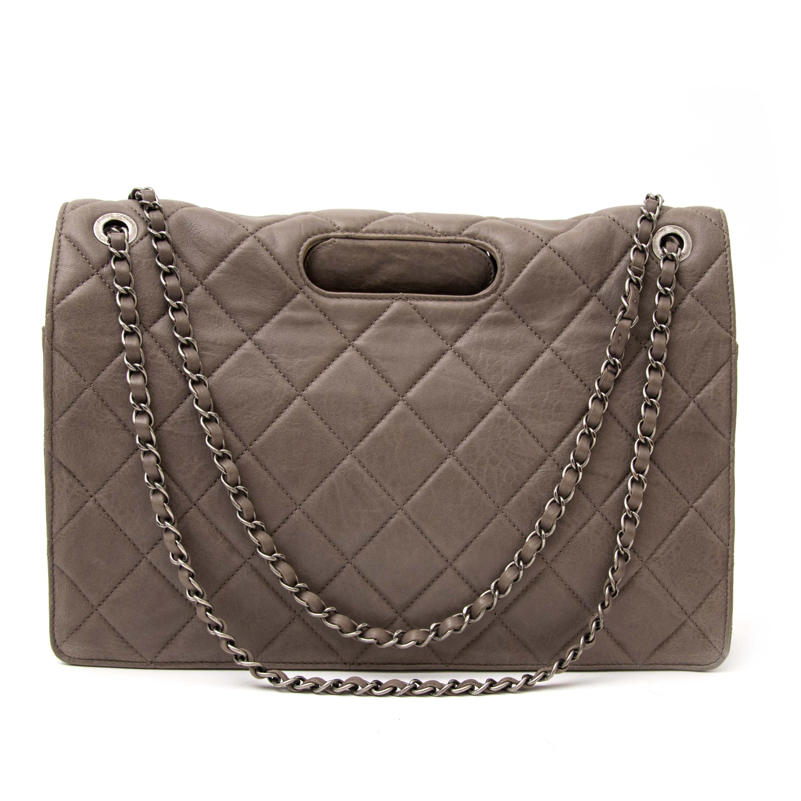 59776dca0b81 ... shop safe online aan de beste prijs Chanel Taupe Leather 2 way Handle Flap  Bag