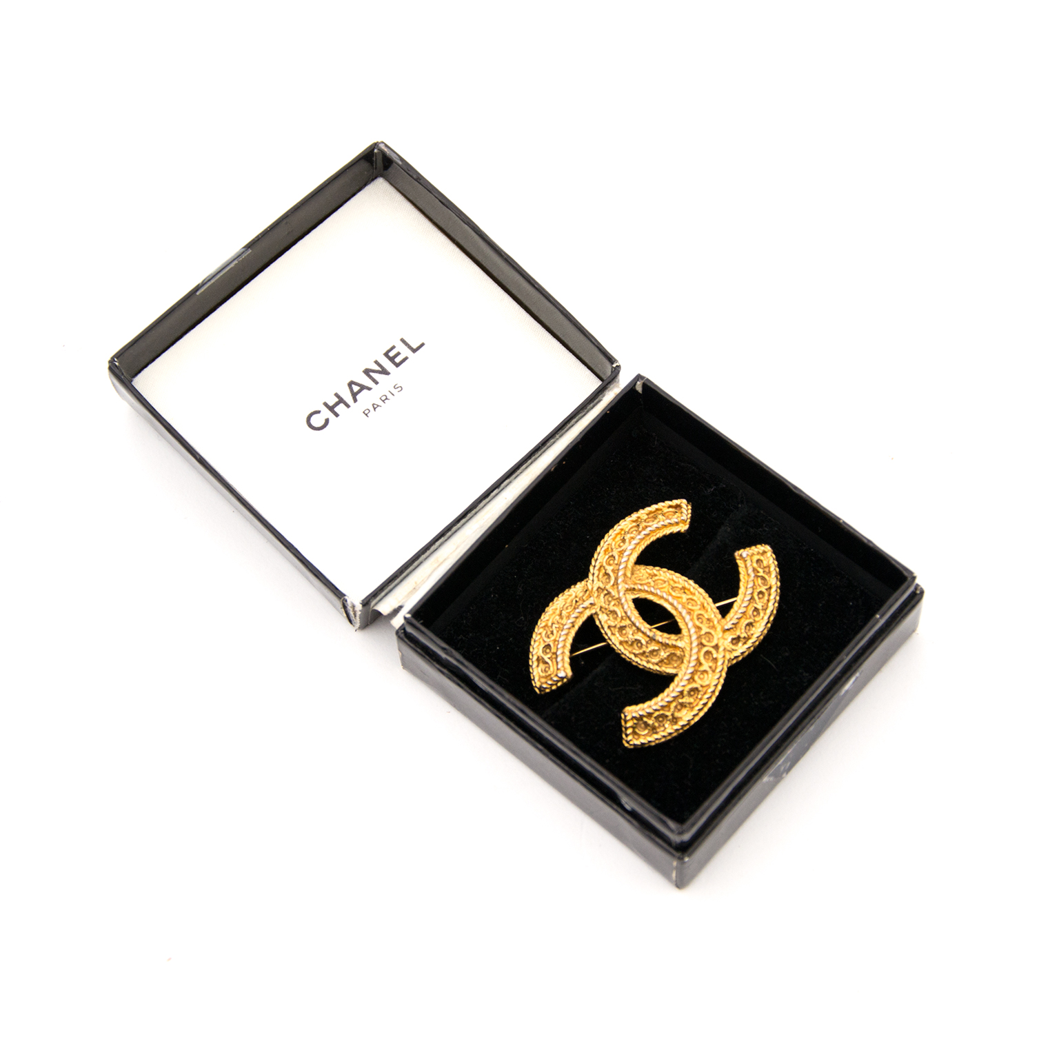 Are you looking for an authentic Chanel Gold Brooch? Buy and sell your secondhand designer handbags.