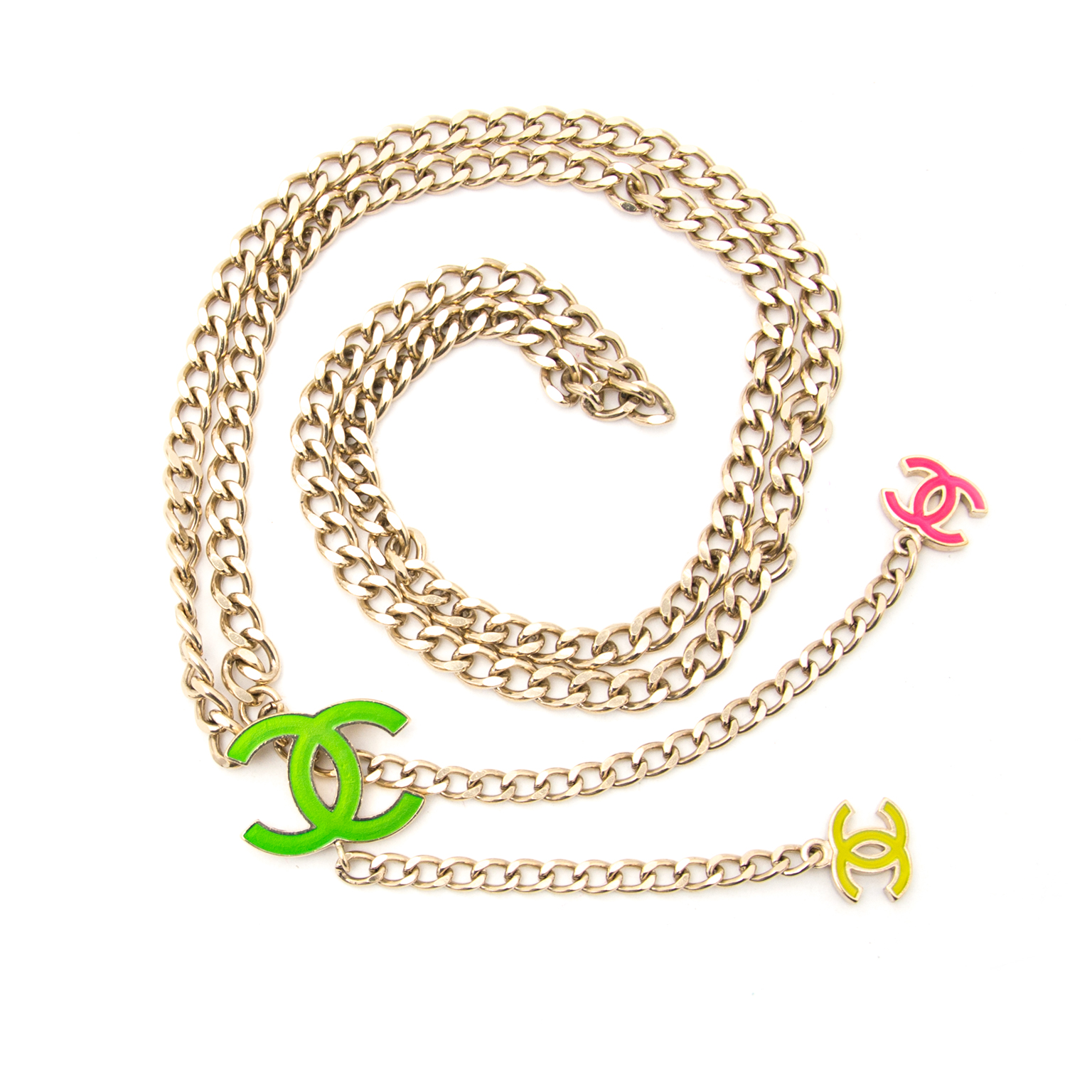 Bent u op zoek naar een authentieke Chanel Silver Fluo CC Chain Belt? Koop deze aan de beste prijs.