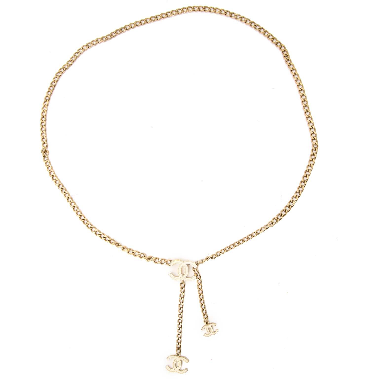 Chanel Vintage Gold-Toned Chain Jewelry Belt Buy authentic designer Chanel secondhand belts at Labellov at the best price. Safe and secure shopping. Koop tweedehands authentieke Chanel riemen bij designer webwinkel labellov.