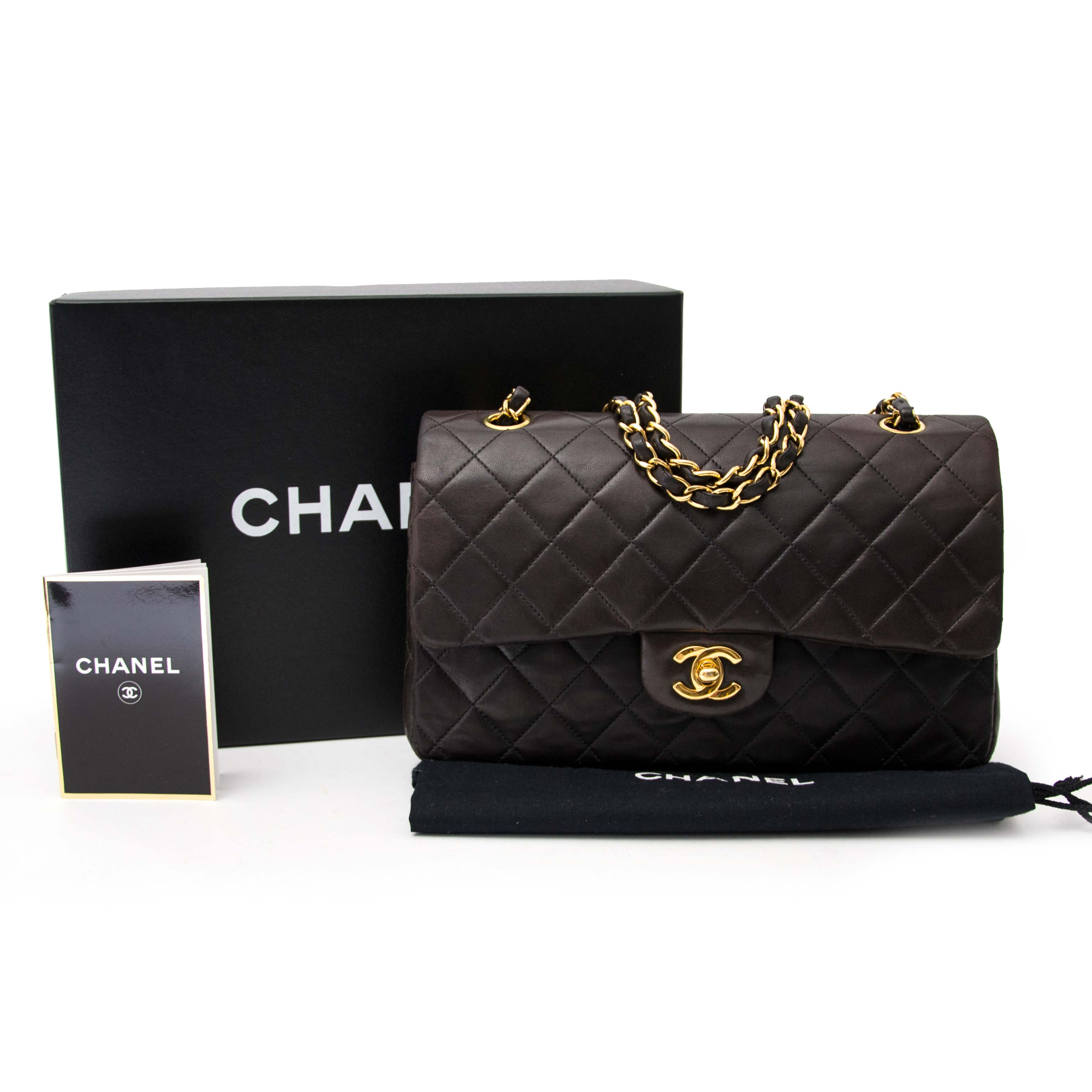 acheter en ligne chez labellov.com pour le meilleur prix chanel brown madium classic flap bag