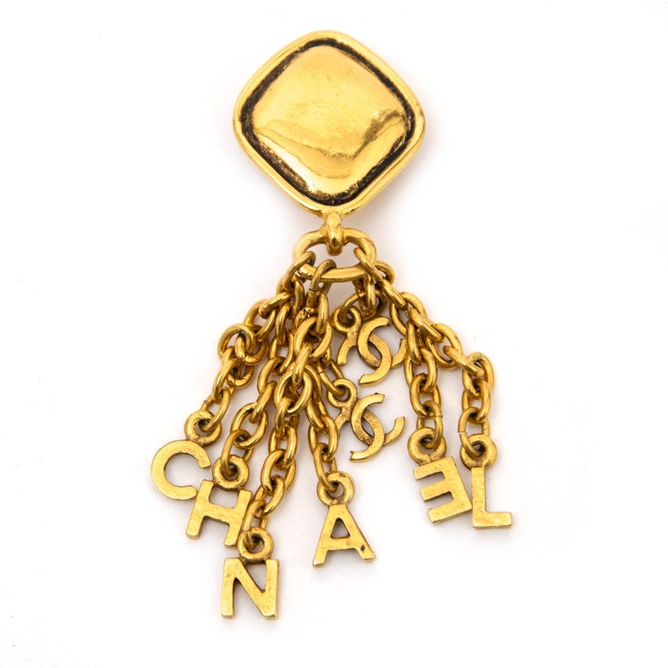 acheter en ligne pour le meilleur prix Chanel logo letters long signature earrings comme neuf