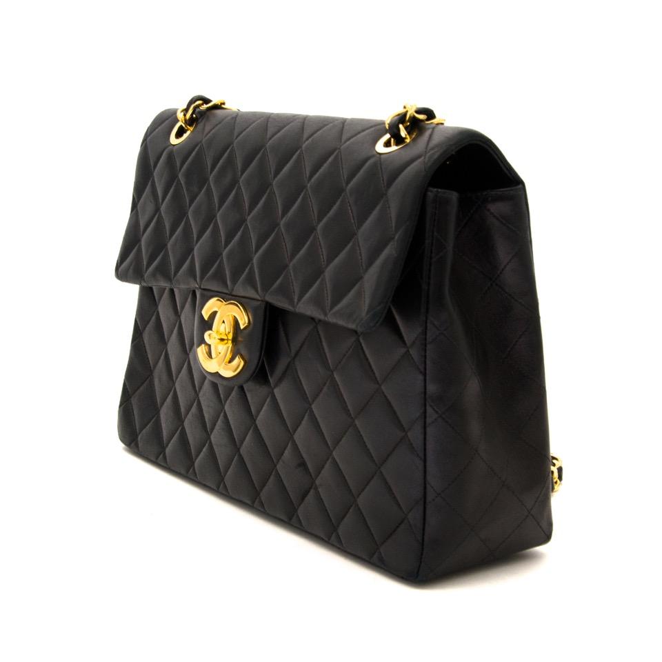 870368b3ba87f1 ... Tweedehands Chanel Black Maxi Single Flap Bag aan de beste prijs bij  Labellov